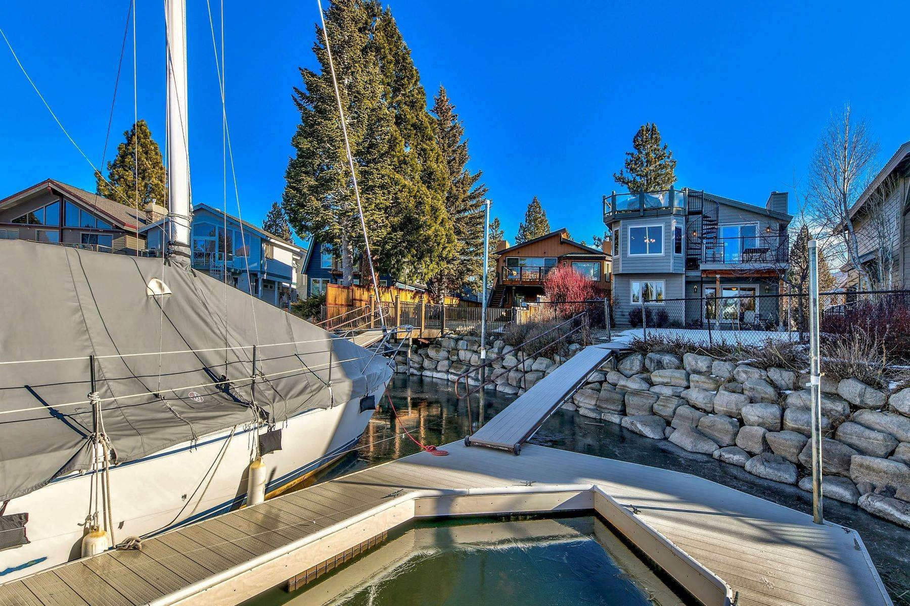 29. Single Family Homes for Active at Mountain Luxury Living 1959 Marconi Way South Lake Tahoe, California 96150 United States