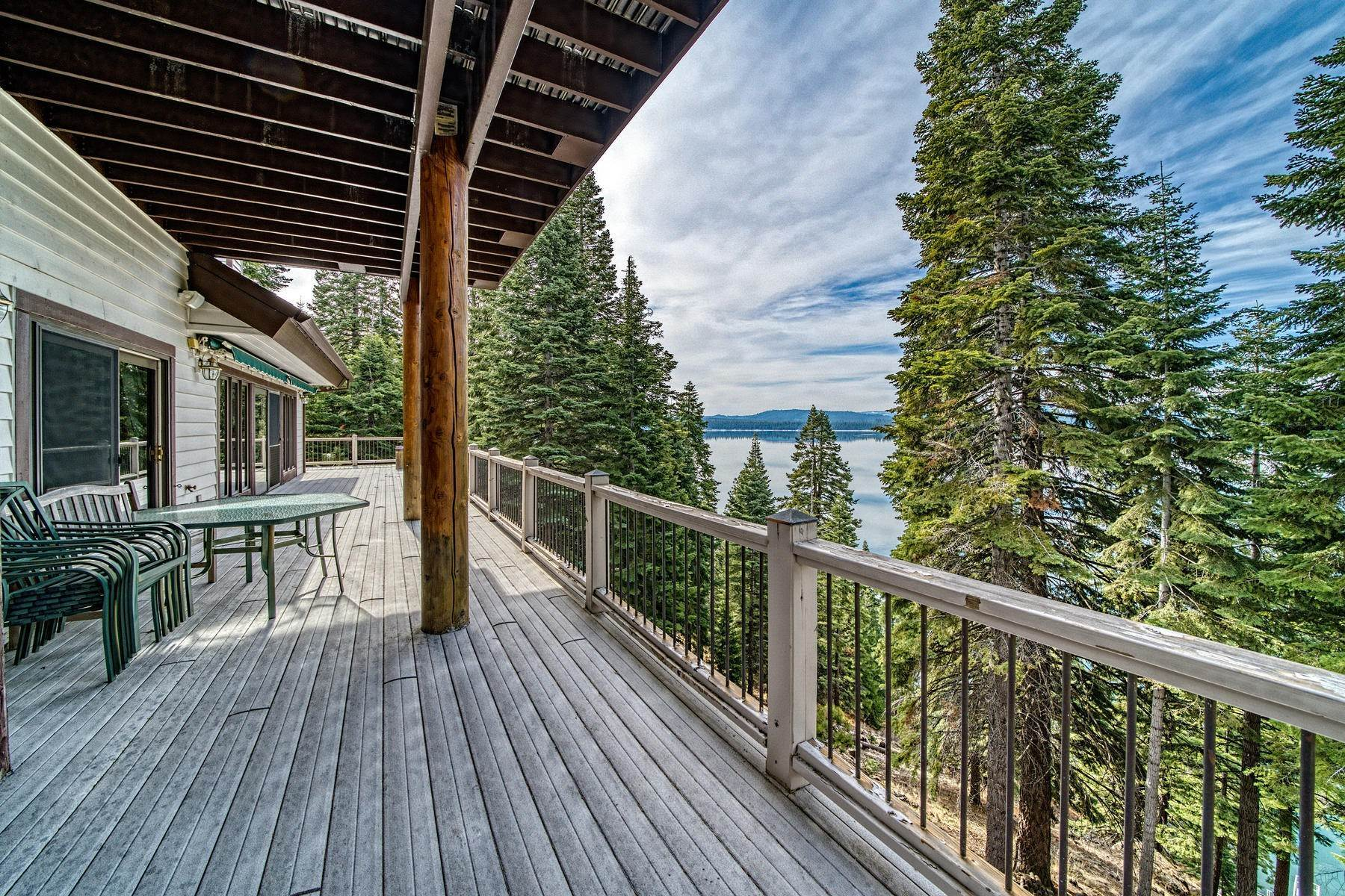 45. Single Family Homes for Active at Beautiful Lakefront Home 925 Lassen View Drive Lake Almanor, California 96137 United States