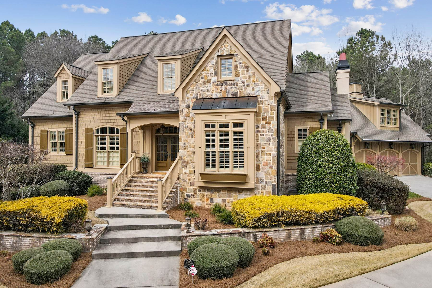 Single Family Homes for Active at Exceptional Newhaven Home 100 Newhaven Drive Fayetteville, Georgia 30215 United States