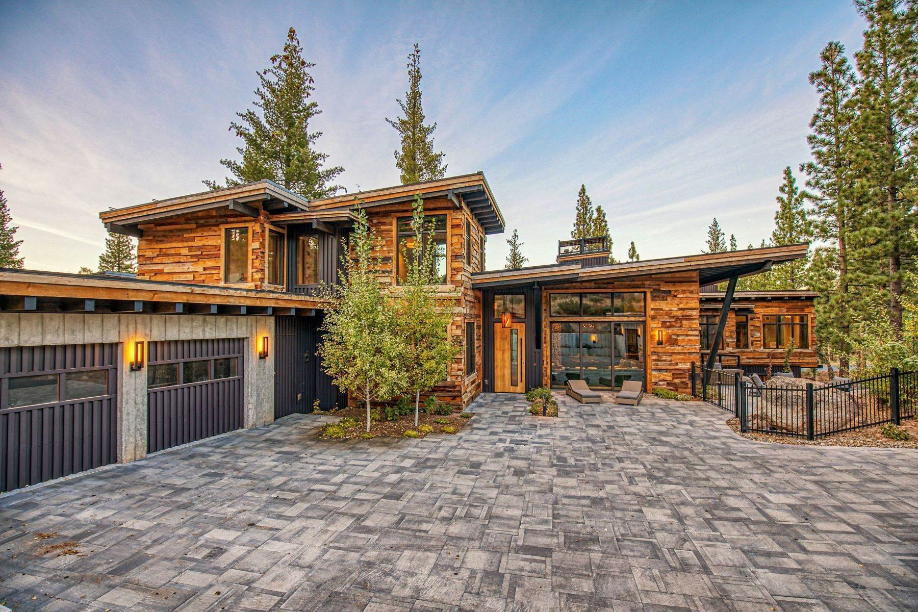 30. Single Family Homes for Active at 9512 Wawona Court, Truckee, CA 96161 9512 Wawona Court Truckee, California 96161 United States