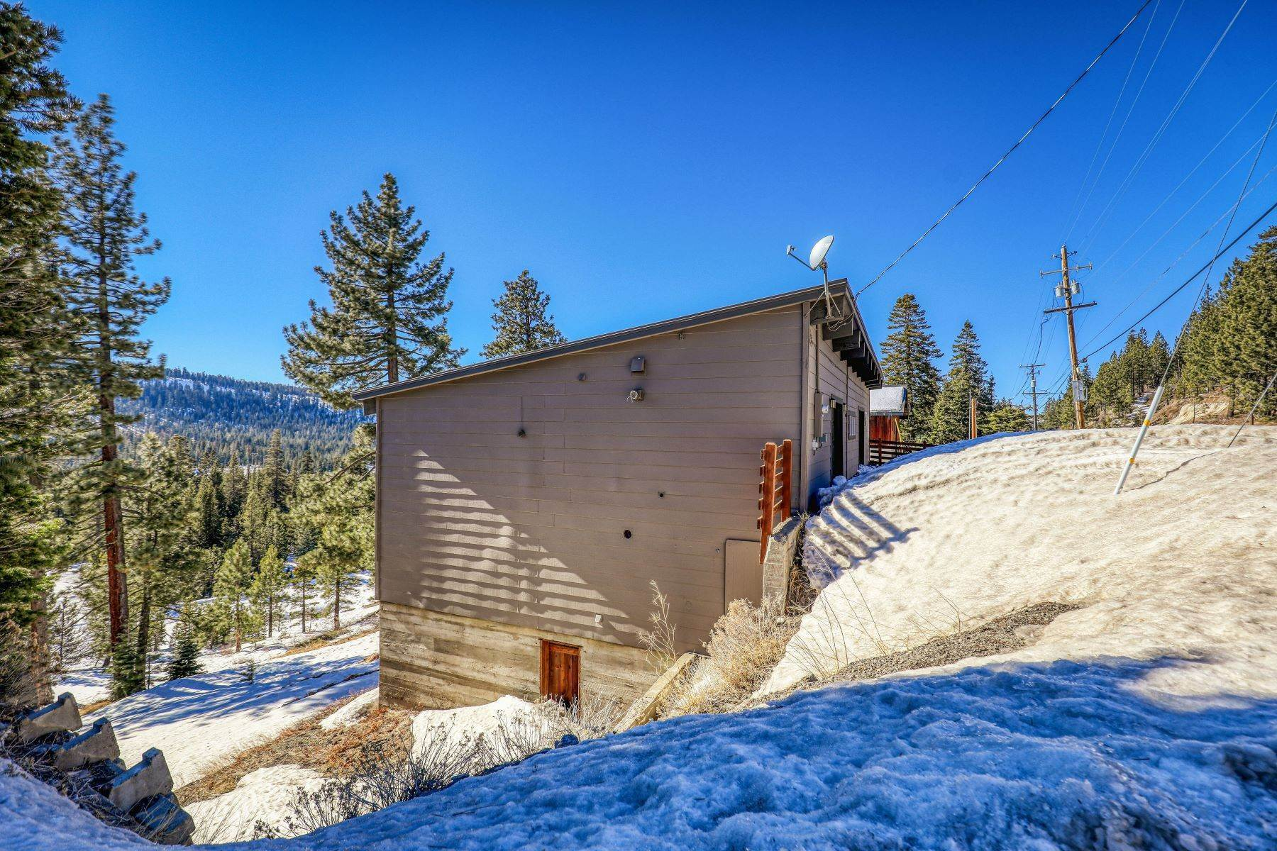 40. Single Family Homes for Active at Donner Summit Base Camp 58376 Donner Pass Road Norden, California 95724 United States
