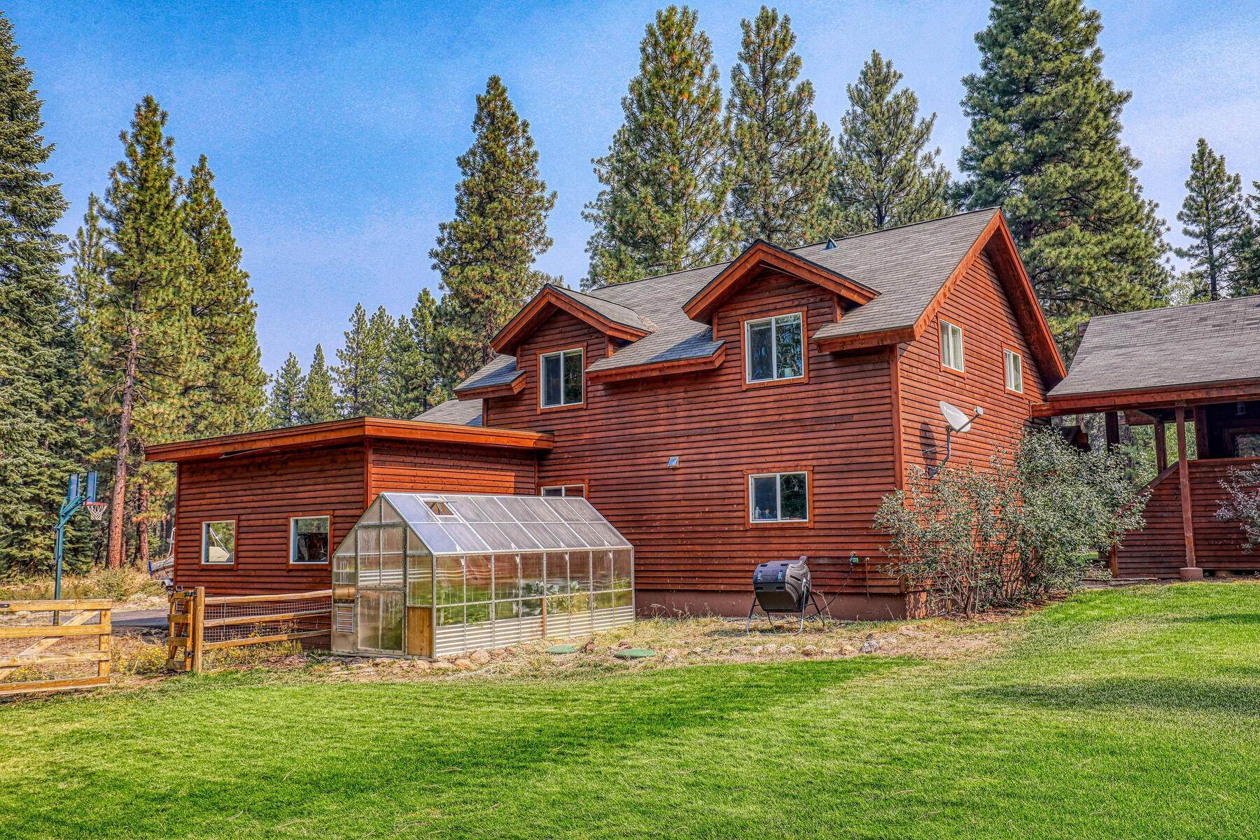 22. Single Family Homes for Active at Best Kept Secret In Truckee Is Out 10915 Royal Crest Drive Truckee, California 96161 United States