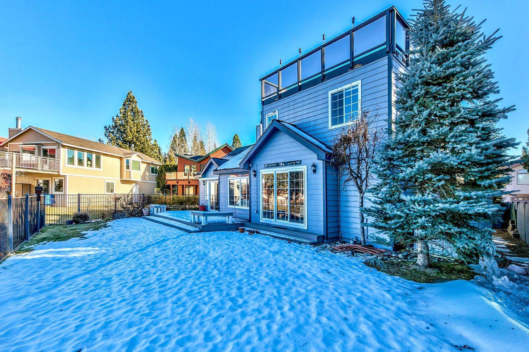 25. Single Family Homes for Active at 5 Bedroom Waterfront 1961 Kokanee Way South Lake Tahoe, California 96150 United States