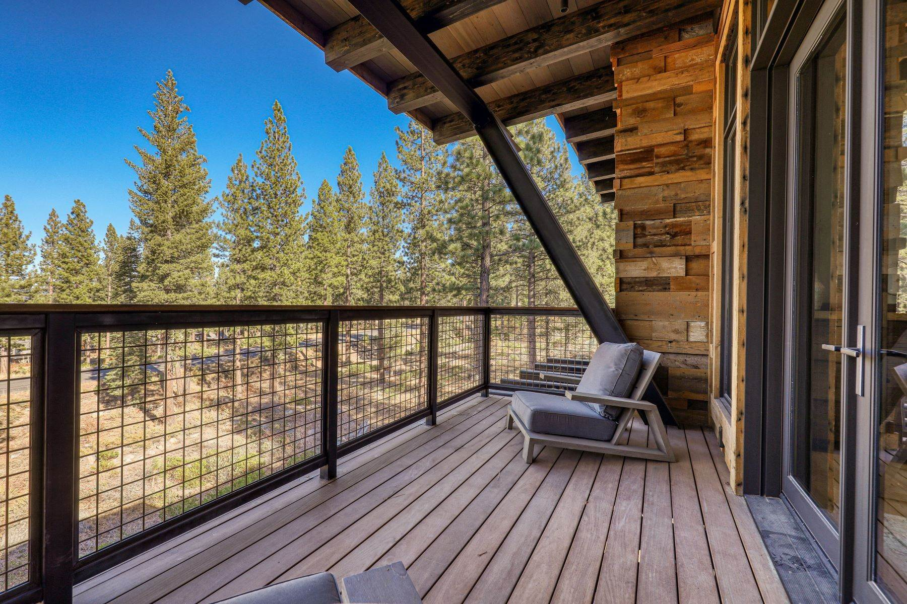 33. Single Family Homes for Active at 9512 Wawona Court, Truckee, CA 96161 9512 Wawona Court Truckee, California 96161 United States