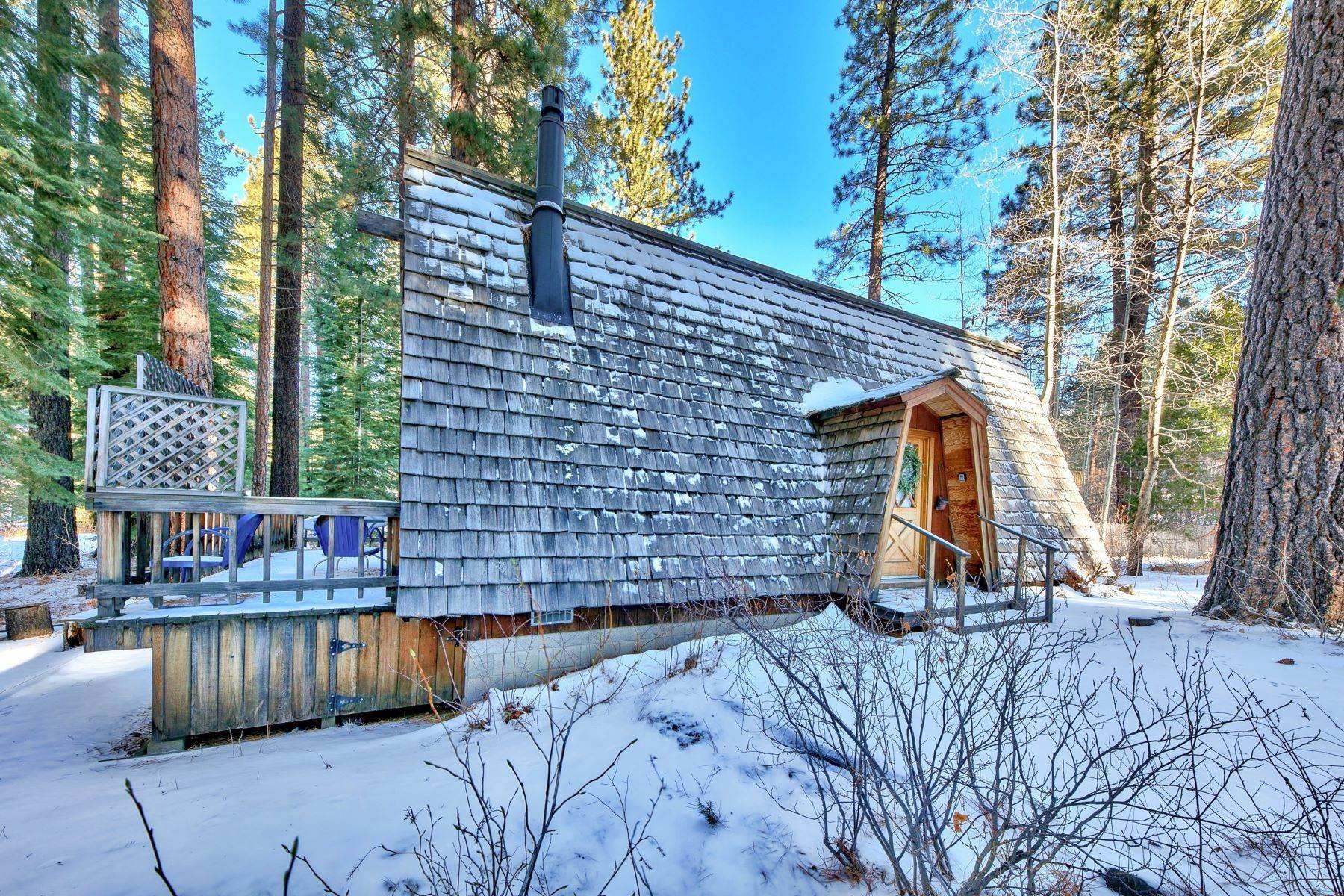 6. Single Family Homes for Active at Charming Tahoe Cabin 135 Mayhew Circle Incline Village, Nevada 89451 United States