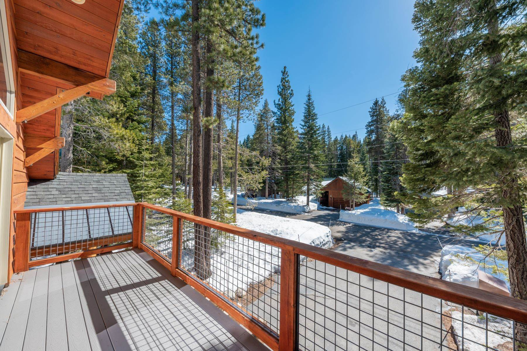 23. Single Family Homes for Active at Breathtaking Mountain Home in Ideal Location 11494 Oslo Dr Truckee, California 96161 United States