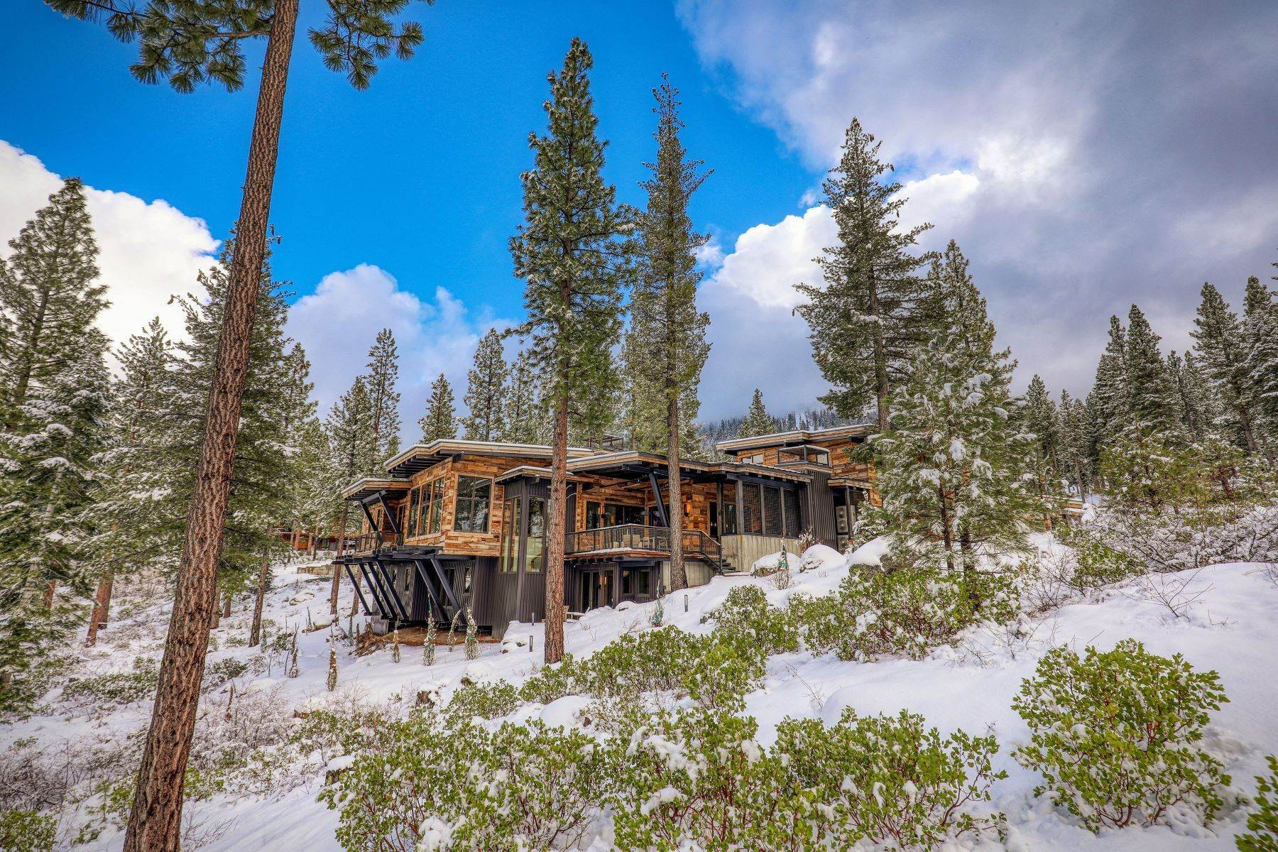 3. Single Family Homes for Active at 9512 Wawona Court, Truckee, CA 96161 9512 Wawona Court Truckee, California 96161 United States