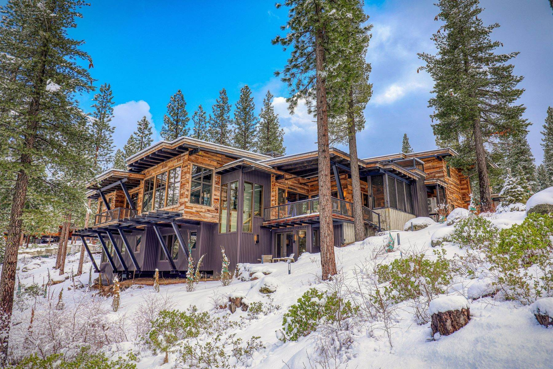 45. Single Family Homes for Active at 9512 Wawona Court, Truckee, CA 96161 9512 Wawona Court Truckee, California 96161 United States