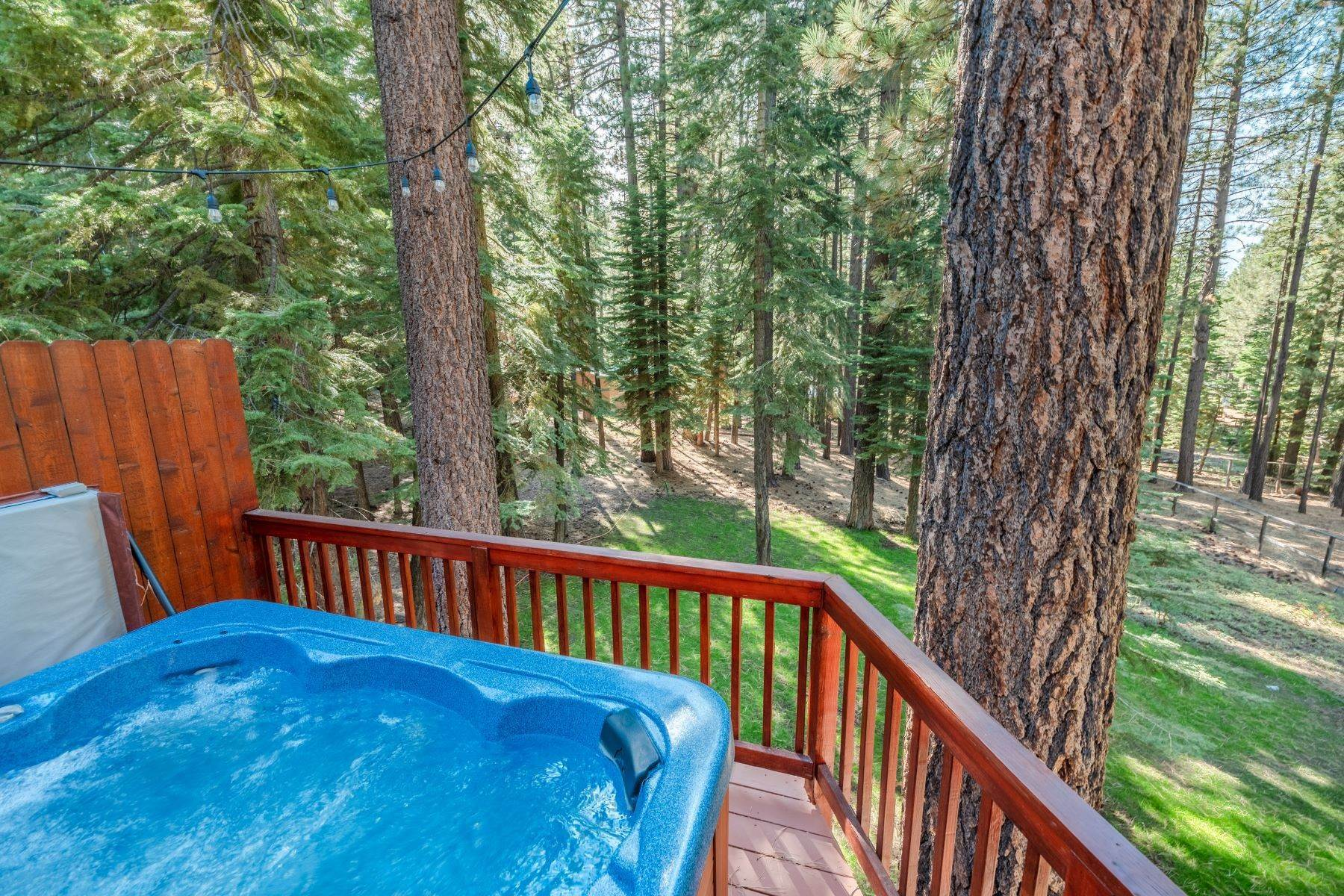 26. Single Family Homes for Active at Beautiful Secluded Mountain Home 1346 Bonanza Avenue South Lake Tahoe, California 96150 United States