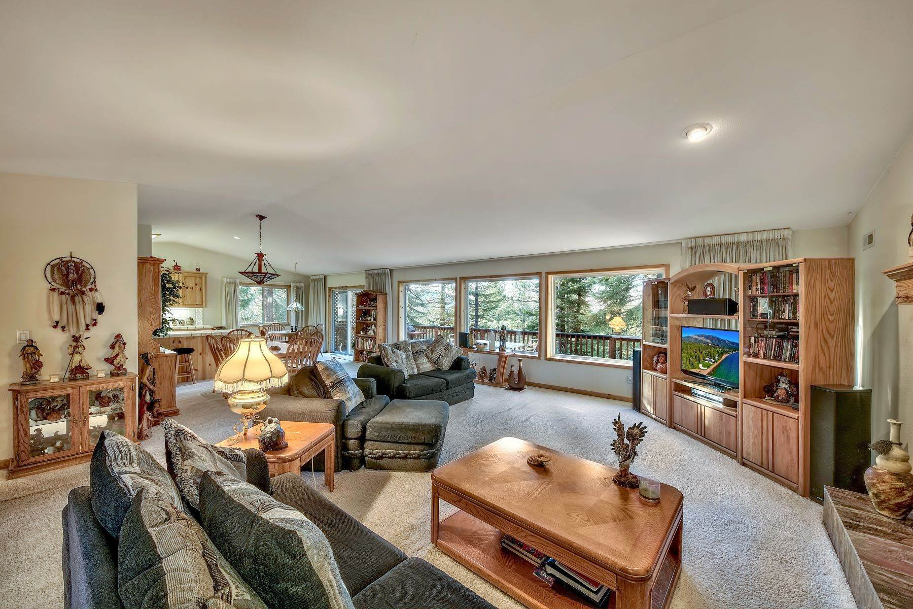 2. Single Family Homes for Active at Mountain Living 1670 Nadowa St. South Lake Tahoe, California 96150 United States