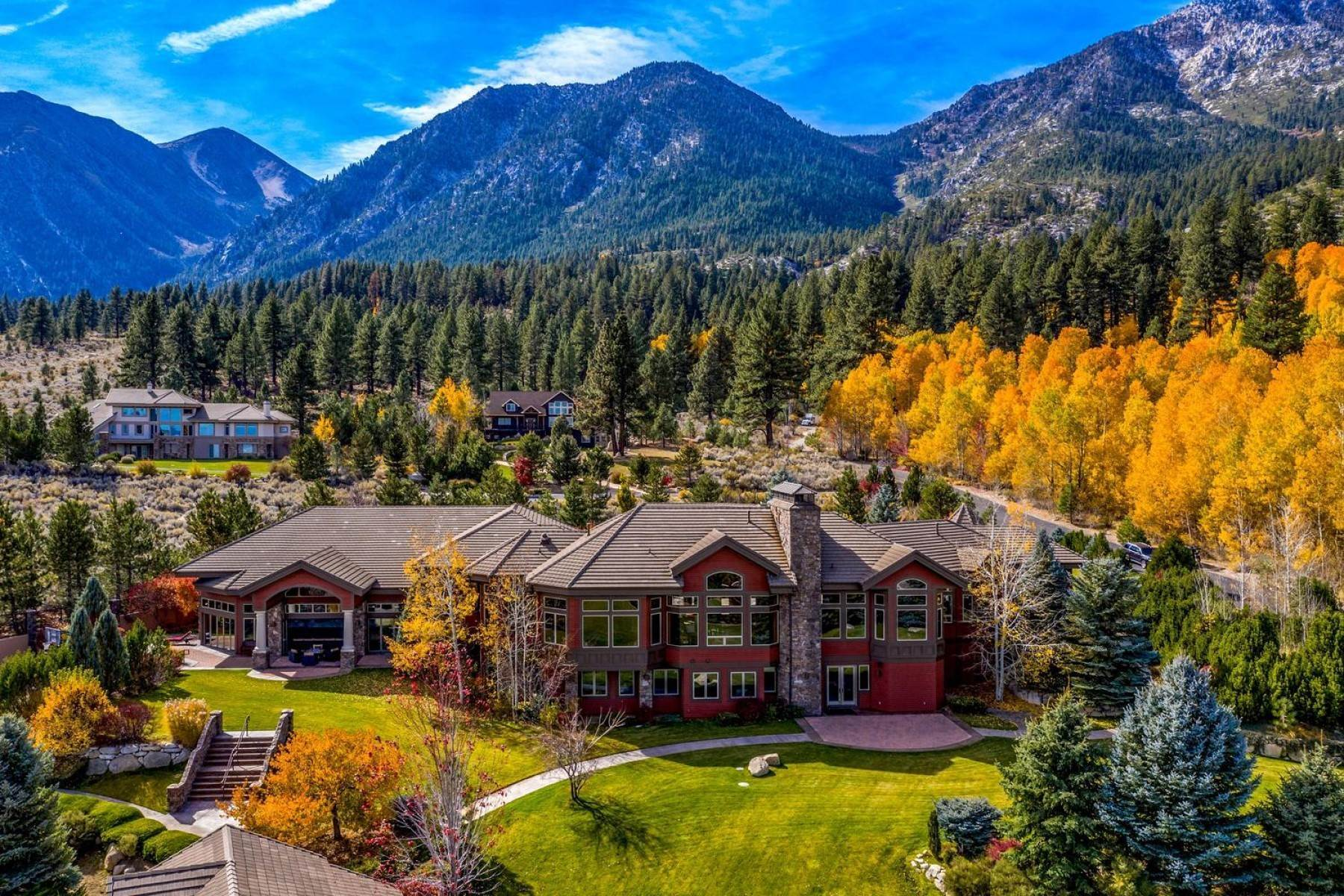 20. Single Family Homes for Active at Private Estate Near Lake Tahoe 263 Sierra Country Circle Gardnerville, Nevada 89460 United States