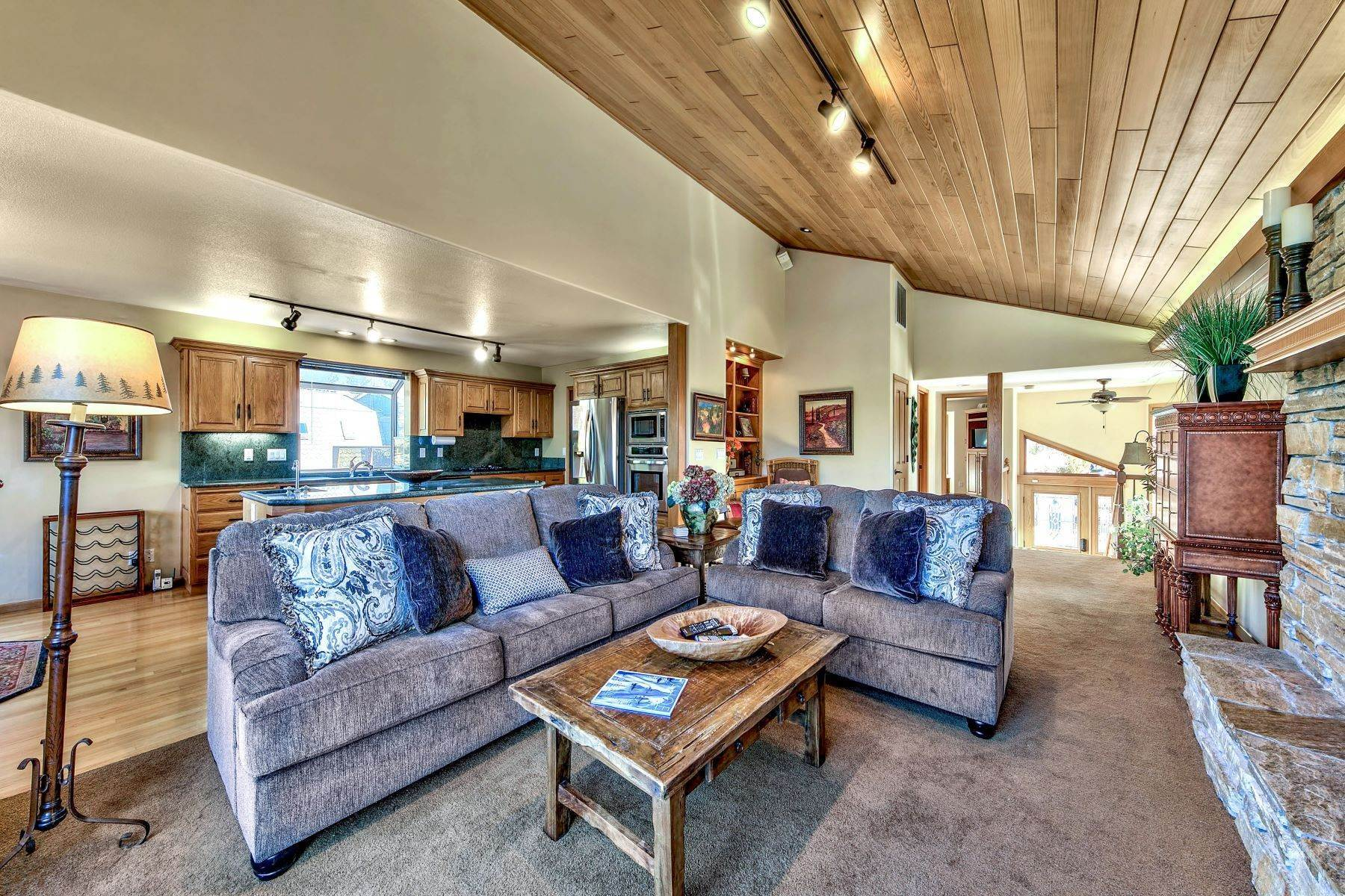 16. Single Family Homes for Active at Mountain Luxury Living 1959 Marconi Way South Lake Tahoe, California 96150 United States
