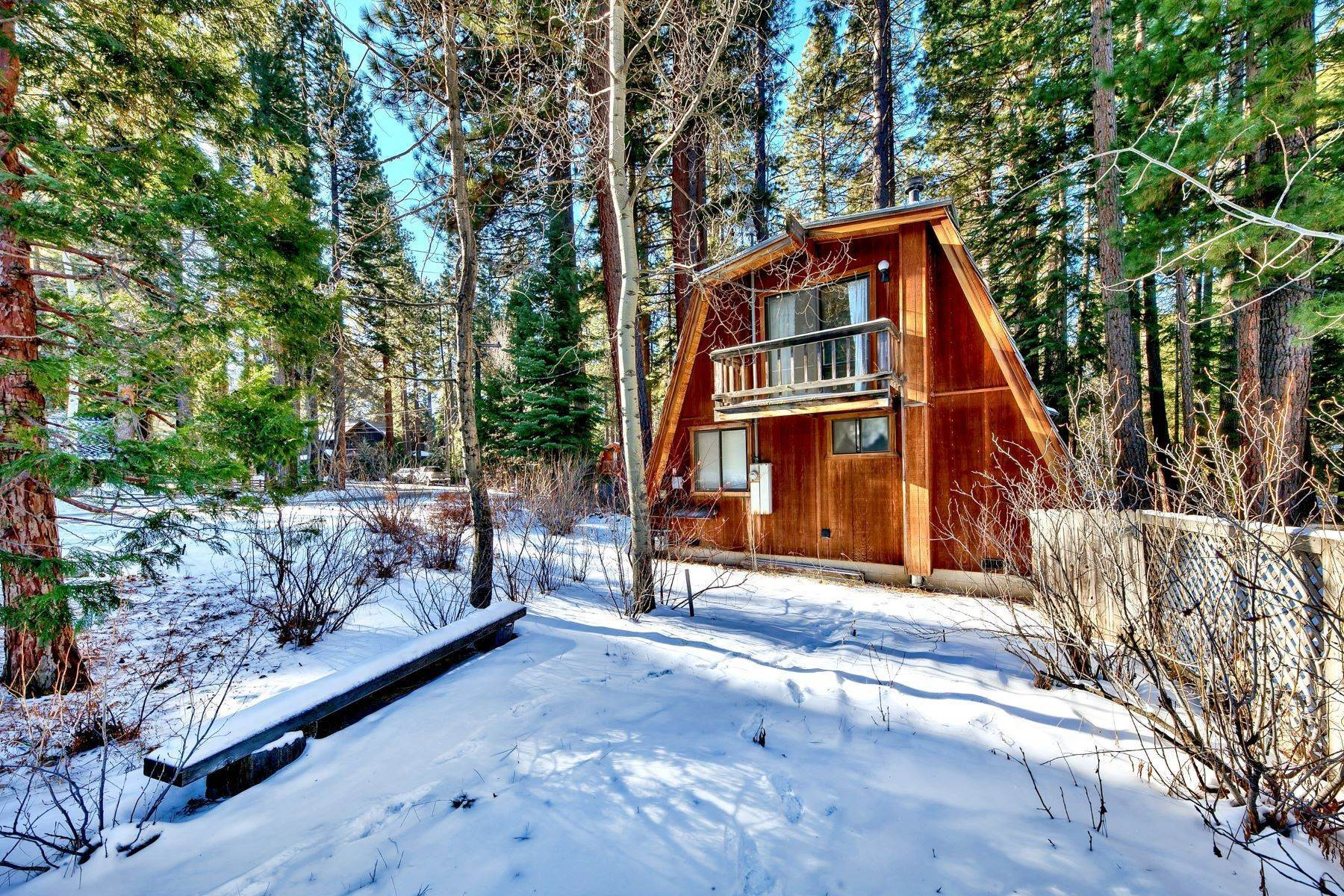 14. Single Family Homes for Active at Charming Tahoe Cabin 135 Mayhew Circle Incline Village, Nevada 89451 United States