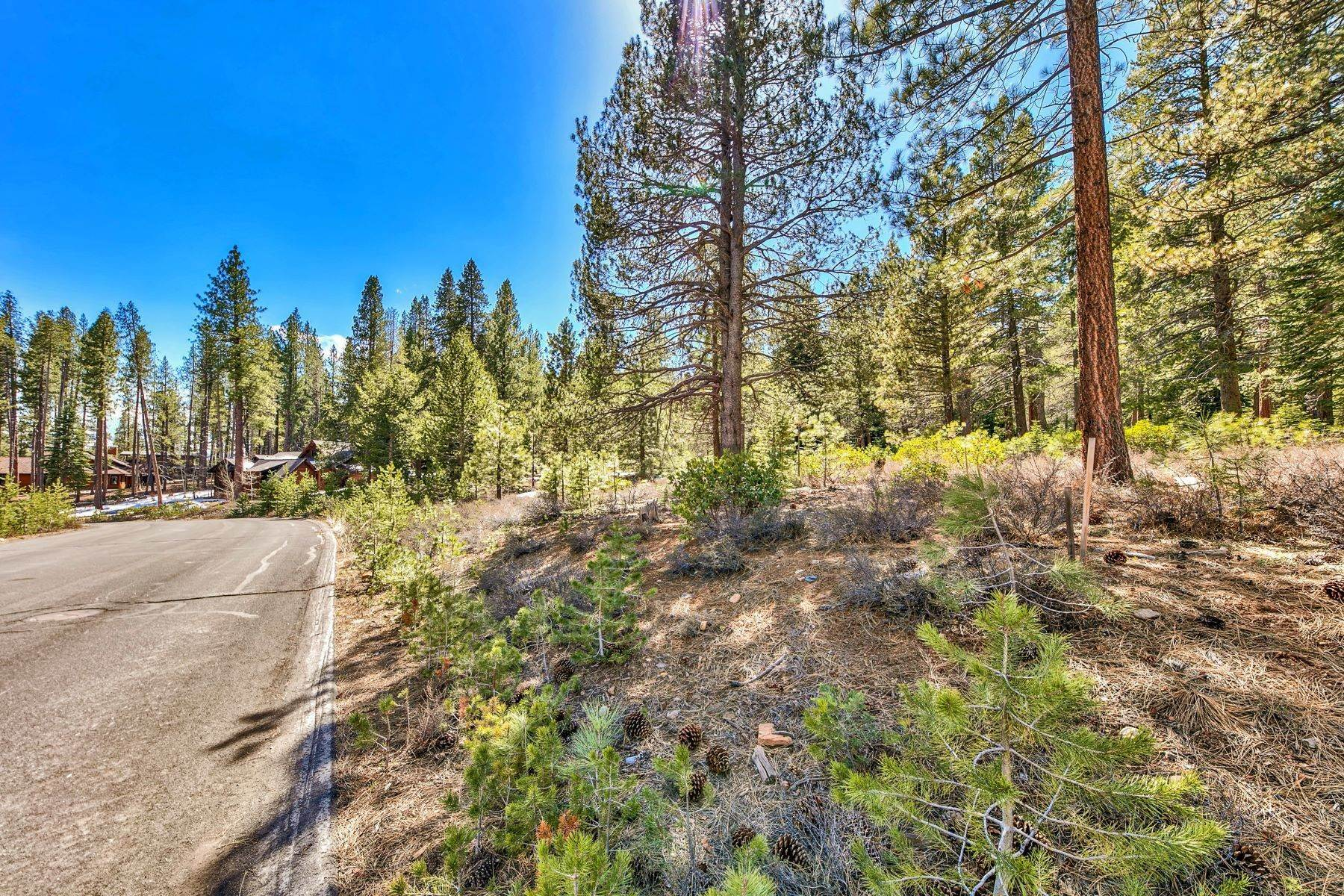 Land for Active at Sunny and Private Luxury Homesite 11850 Bottcher Loop Truckee, California 96161 United States
