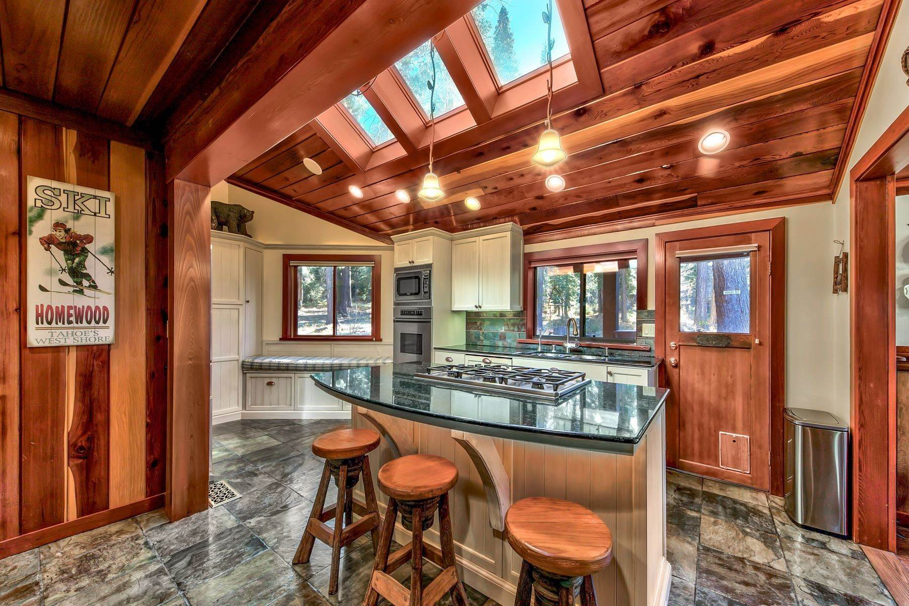 13. Single Family Homes for Active at Magical West Shore Lake Tahoe Home 7100 Deer Avenue Tahoma, California 96142 United States