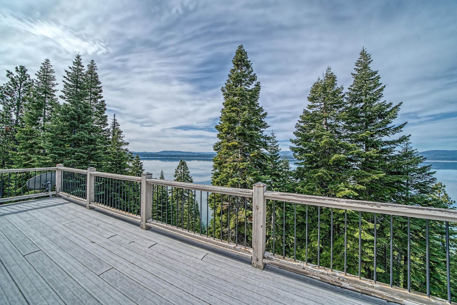 46. Single Family Homes for Active at Beautiful Lakefront Home 925 Lassen View Drive Lake Almanor, California 96137 United States