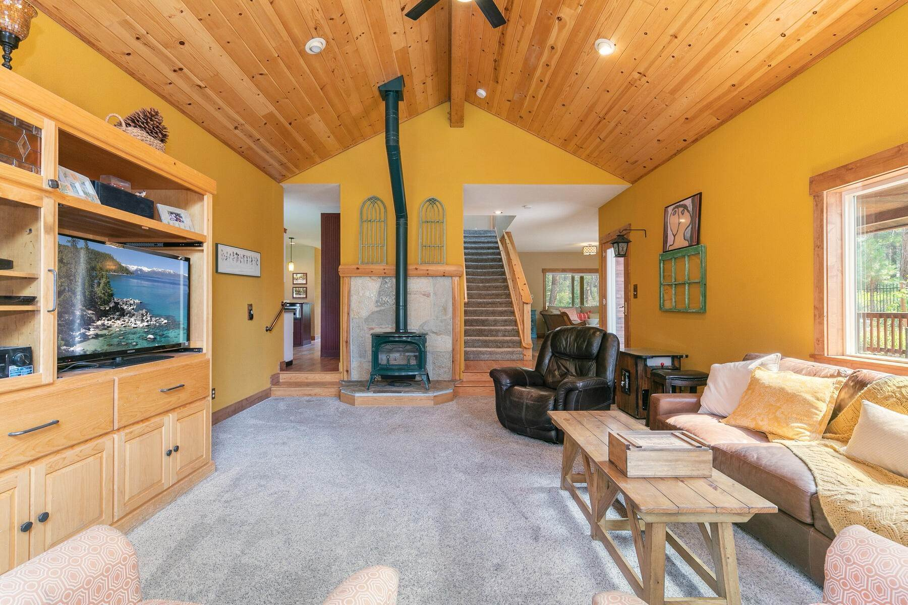 32. Single Family Homes for Active at Best Kept Secret In Truckee Is Out 10915 Royal Crest Drive Truckee, California 96161 United States