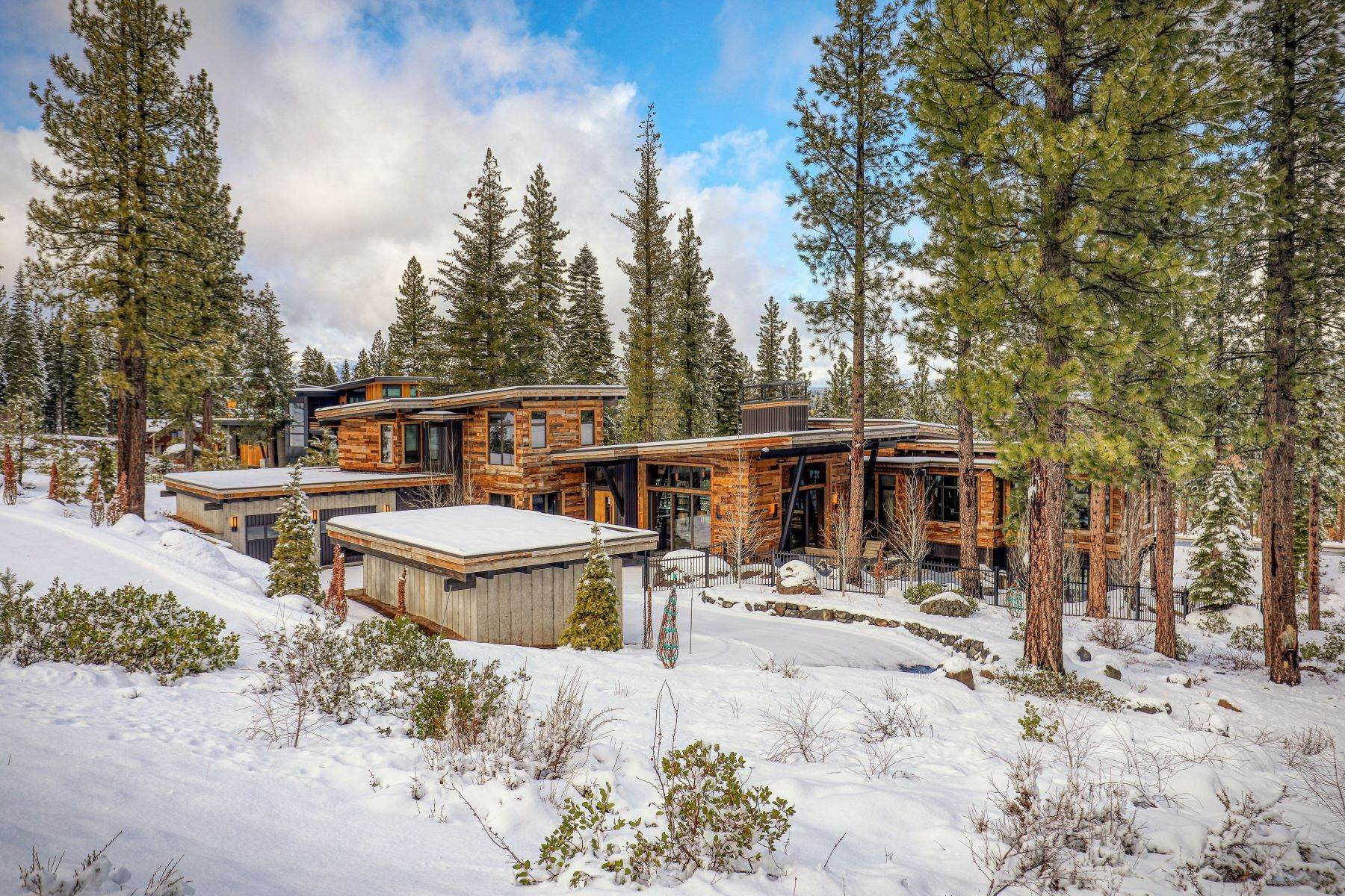 5. Single Family Homes for Active at 9512 Wawona Court, Truckee, CA 96161 9512 Wawona Court Truckee, California 96161 United States