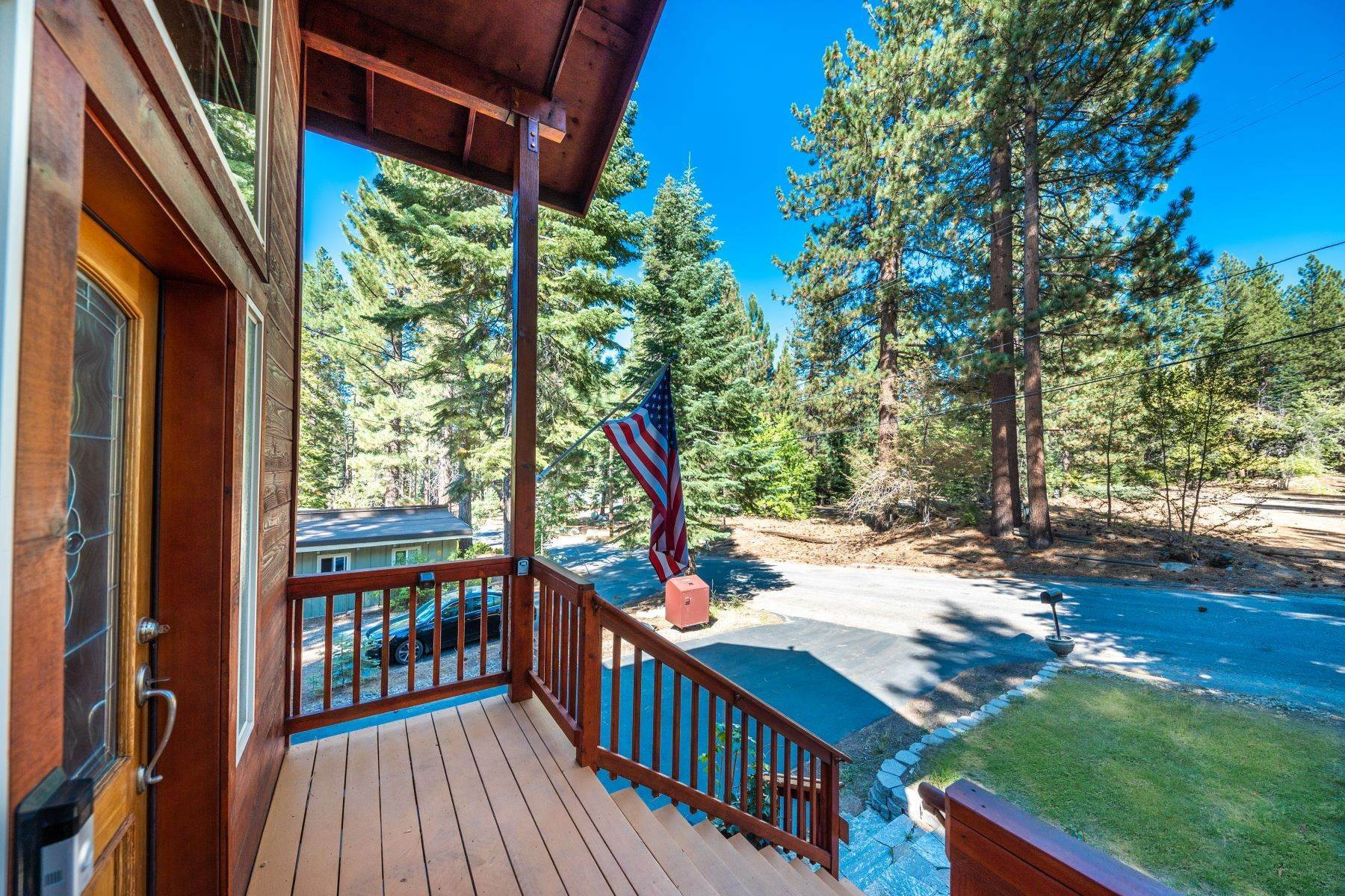 29. Single Family Homes for Active at Beautiful Secluded Mountain Home 1346 Bonanza Avenue South Lake Tahoe, California 96150 United States