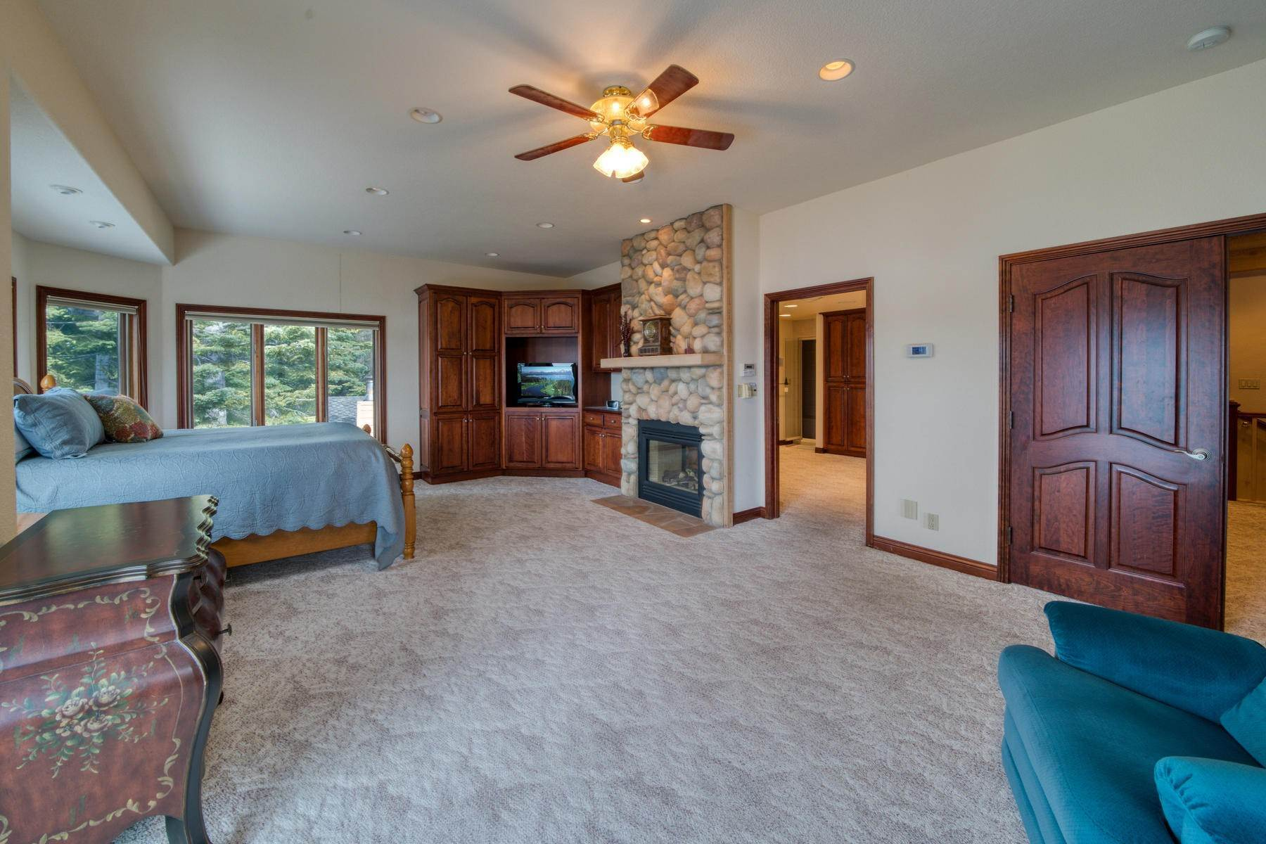 9. Single Family Homes for Active at Beautiful Lakefront Home 925 Lassen View Drive Lake Almanor, California 96137 United States