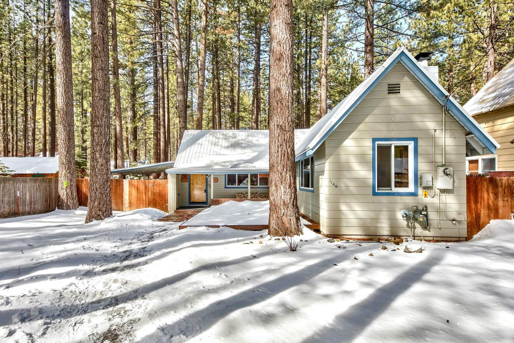 Single Family Homes for Active at Sweet Tahoe Cabin 1140 Long Valley Ave, South Lake Tahoe, California 96150 United States