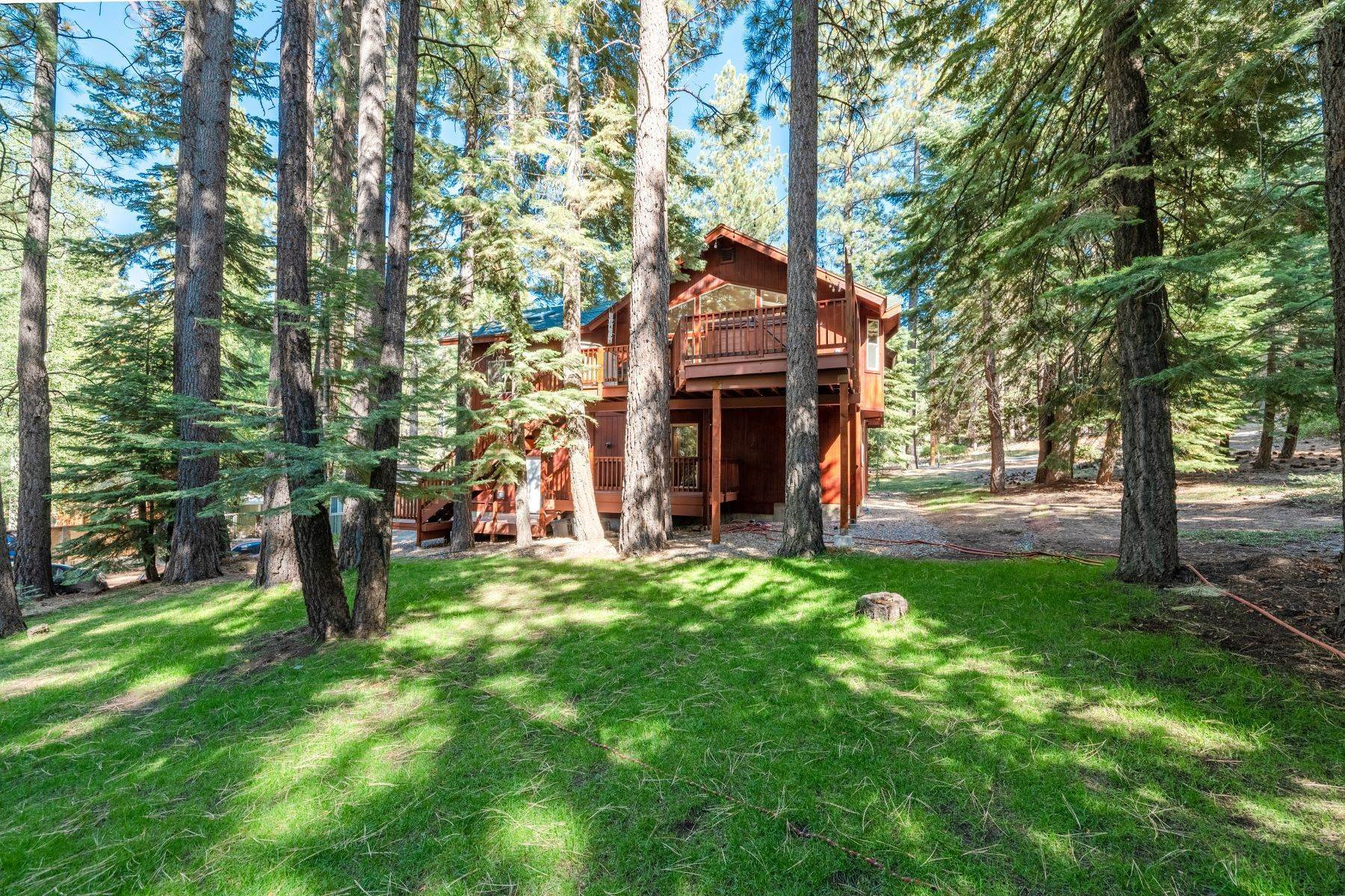 9. Single Family Homes for Active at Beautiful Secluded Mountain Home 1346 Bonanza Avenue South Lake Tahoe, California 96150 United States