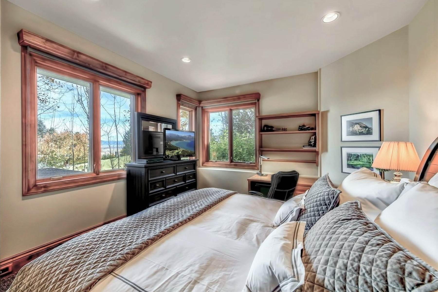 25. Single Family Homes for Active at Private Estate Near Lake Tahoe 263 Sierra Country Circle Gardnerville, Nevada 89460 United States
