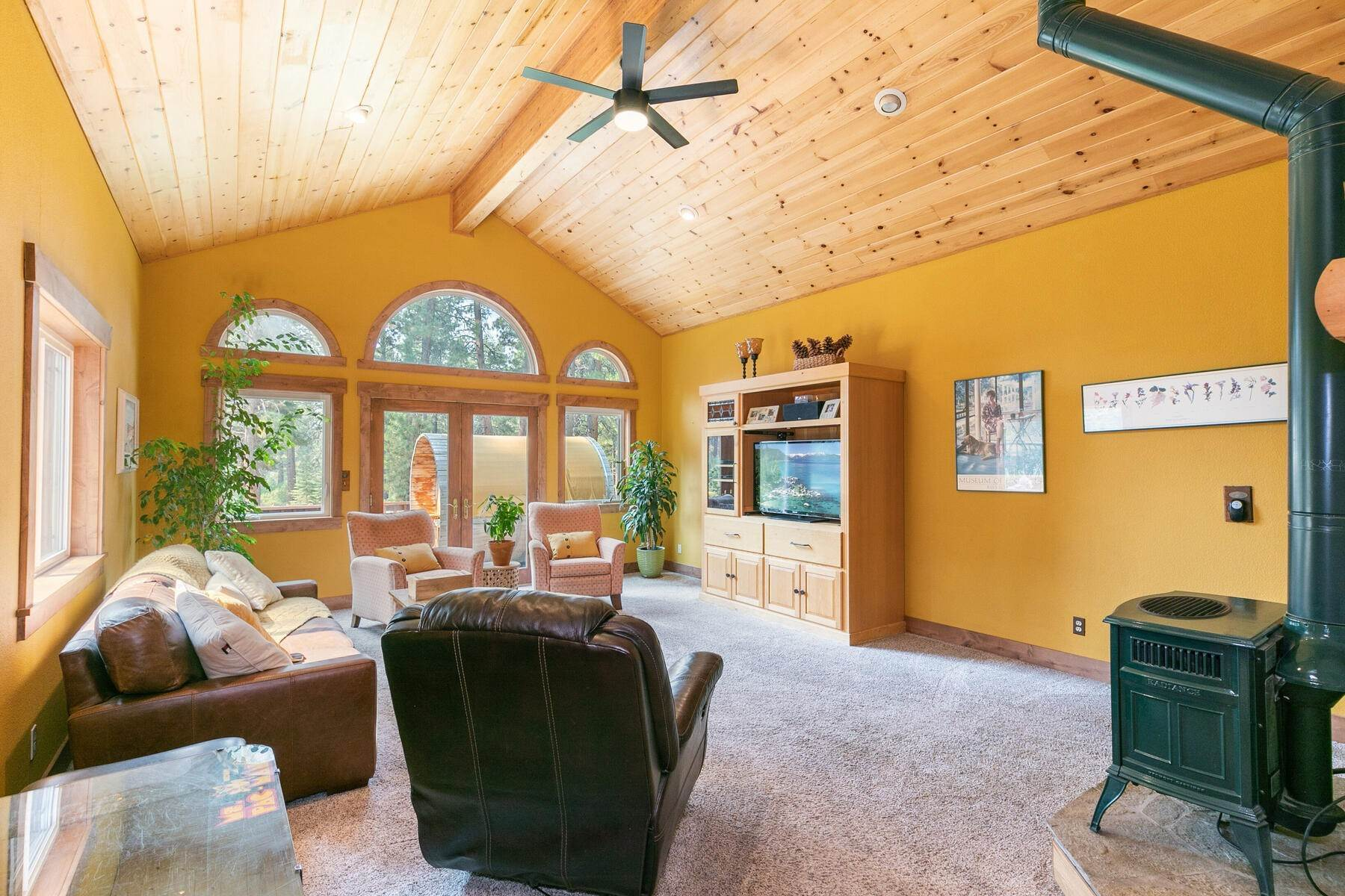 18. Single Family Homes for Active at Best Kept Secret In Truckee Is Out 10915 Royal Crest Drive Truckee, California 96161 United States