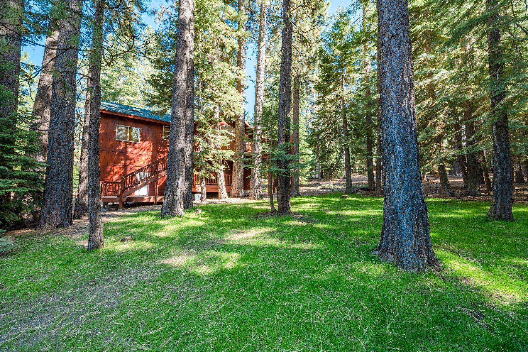 33. Single Family Homes for Active at Beautiful Secluded Mountain Home 1346 Bonanza Avenue South Lake Tahoe, California 96150 United States