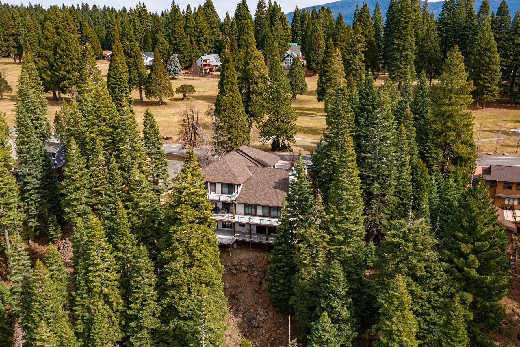 47. Single Family Homes for Active at Beautiful Lakefront Home 925 Lassen View Drive Lake Almanor, California 96137 United States