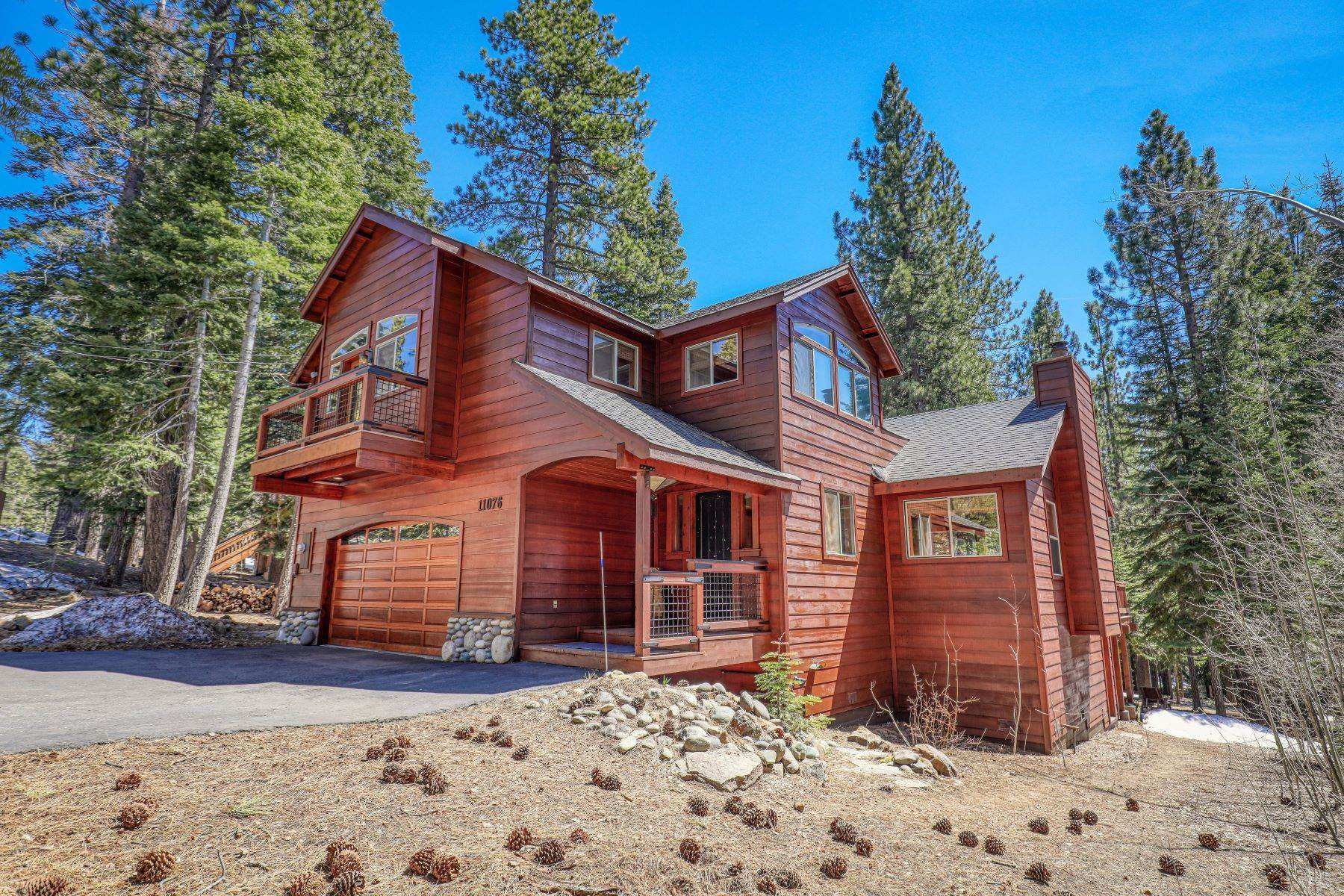 Single Family Homes por un Venta en Beautiful custom home in Tahoe Donner 11076 Sitzmark Way Truckee, California 96161 Estados Unidos