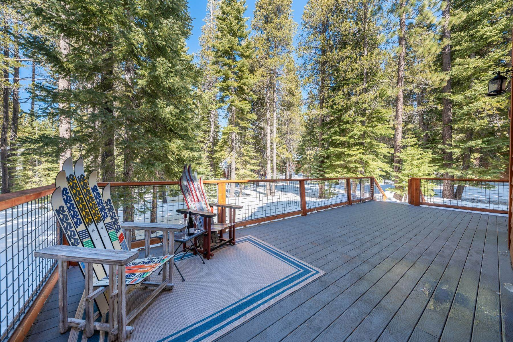 38. Single Family Homes for Active at Breathtaking Mountain Home in Ideal Location 11494 Oslo Dr Truckee, California 96161 United States