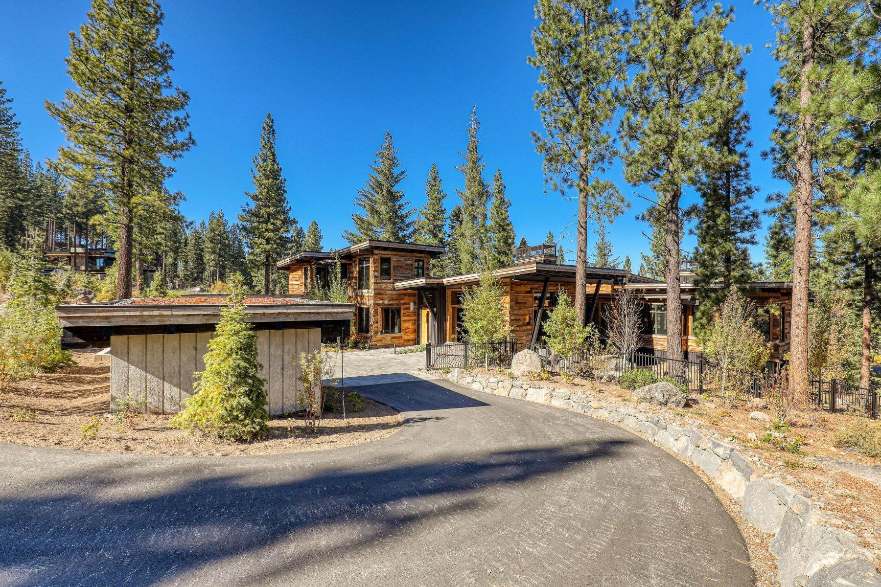 29. Single Family Homes for Active at 9512 Wawona Court, Truckee, CA 96161 9512 Wawona Court Truckee, California 96161 United States