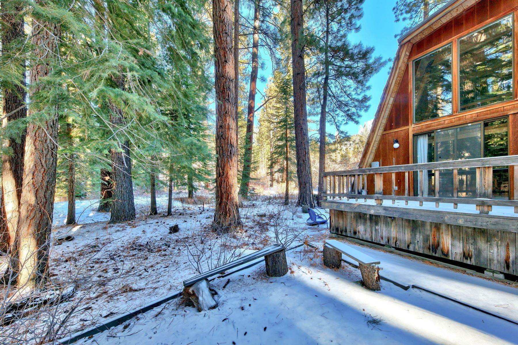 9. Single Family Homes for Active at Charming Tahoe Cabin 135 Mayhew Circle Incline Village, Nevada 89451 United States