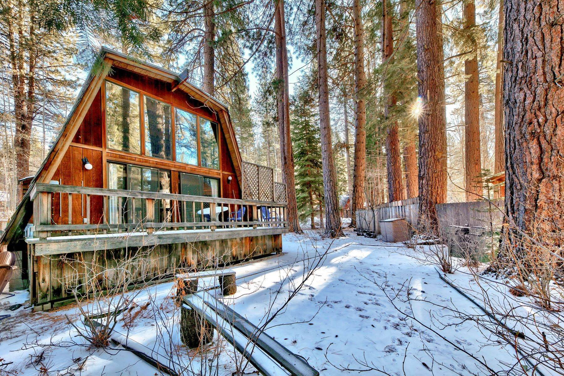 11. Single Family Homes for Active at Charming Tahoe Cabin 135 Mayhew Circle Incline Village, Nevada 89451 United States