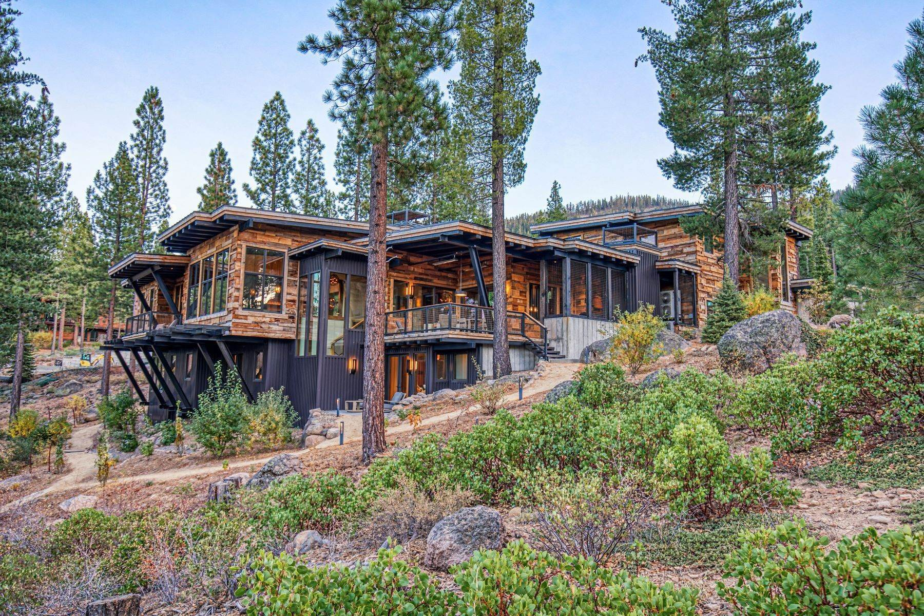 38. Single Family Homes for Active at 9512 Wawona Court, Truckee, CA 96161 9512 Wawona Court Truckee, California 96161 United States