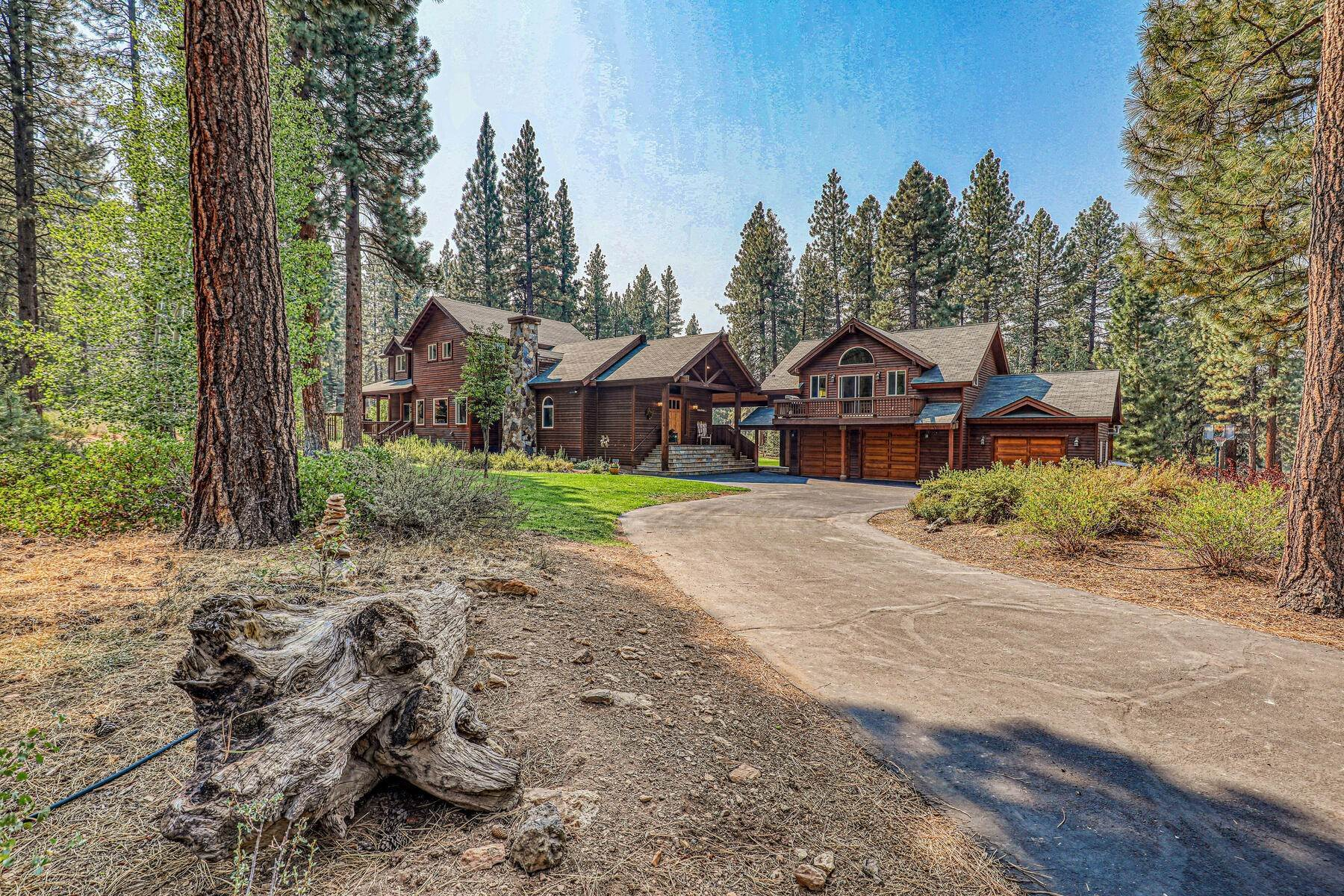 6. Single Family Homes for Active at Best Kept Secret In Truckee Is Out 10915 Royal Crest Drive Truckee, California 96161 United States