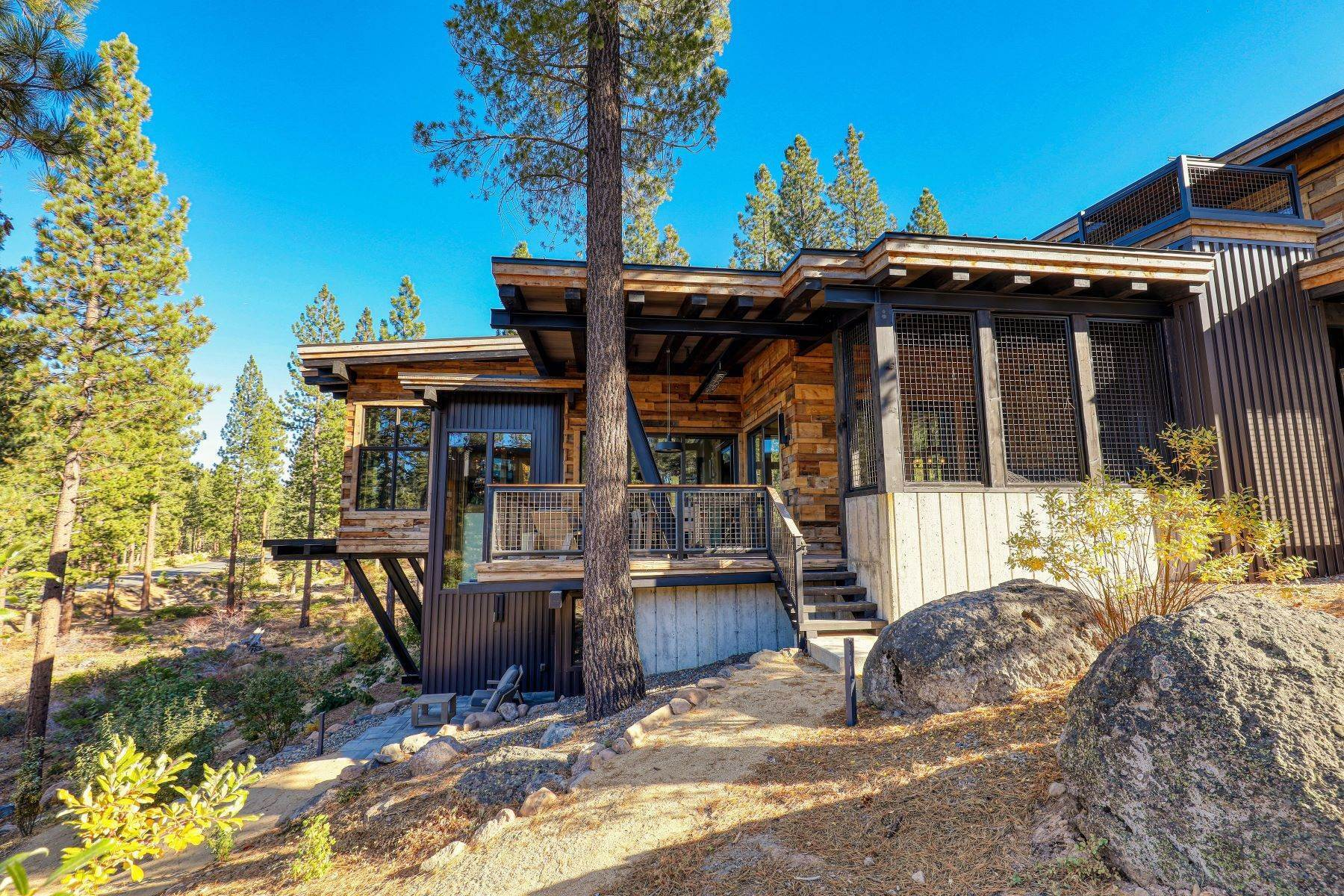39. Single Family Homes for Active at 9512 Wawona Court, Truckee, CA 96161 9512 Wawona Court Truckee, California 96161 United States