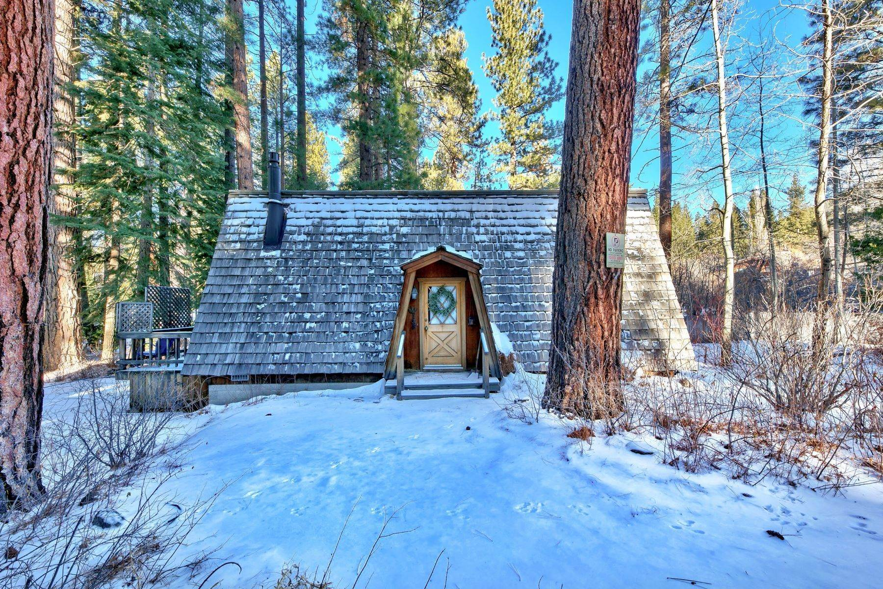 5. Single Family Homes for Active at Charming Tahoe Cabin 135 Mayhew Circle Incline Village, Nevada 89451 United States