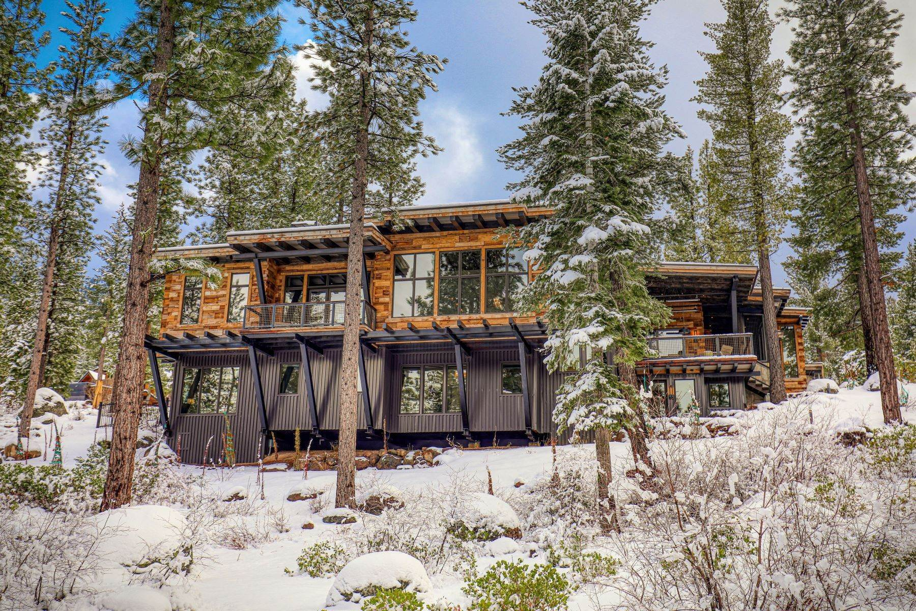 44. Single Family Homes for Active at 9512 Wawona Court, Truckee, CA 96161 9512 Wawona Court Truckee, California 96161 United States