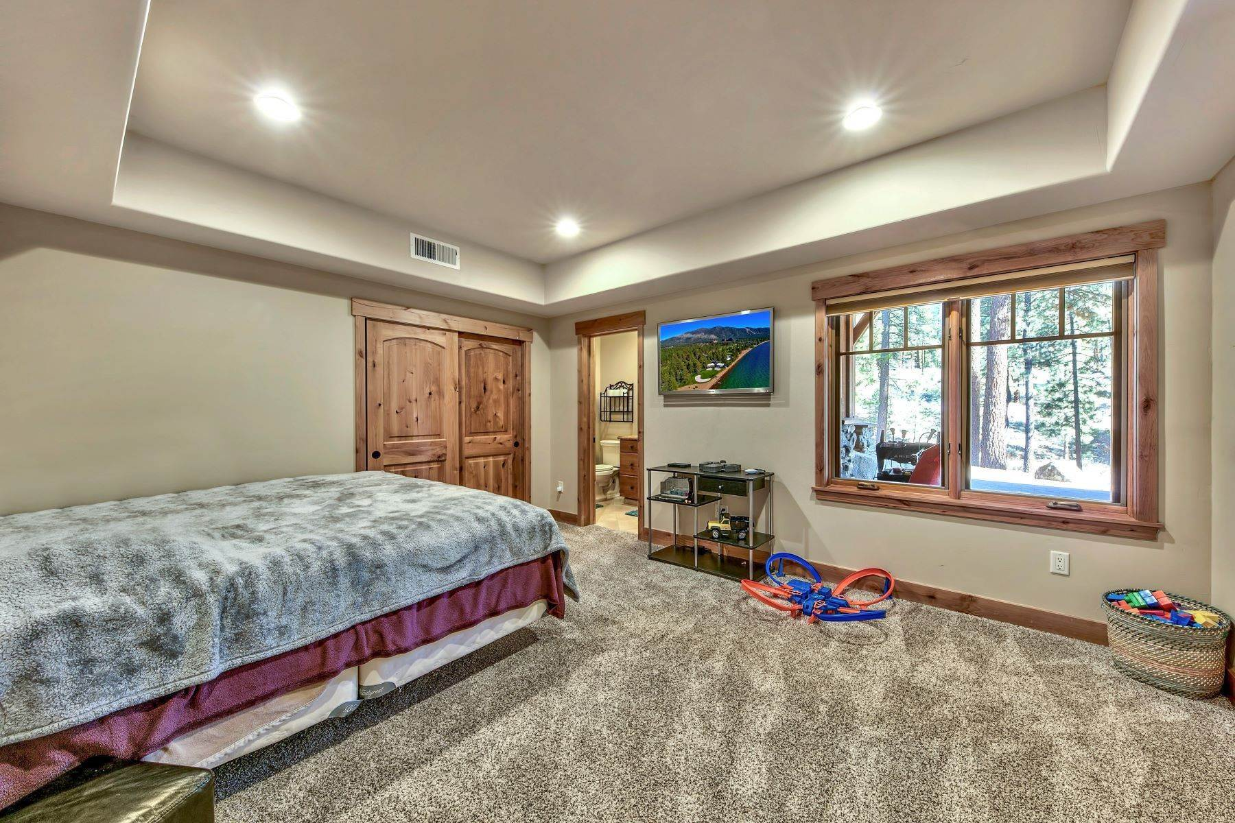 24. Single Family Homes for Active at Grizzly Ranch Custom Home 283 Big Grizzly Portola, California 96122 United States