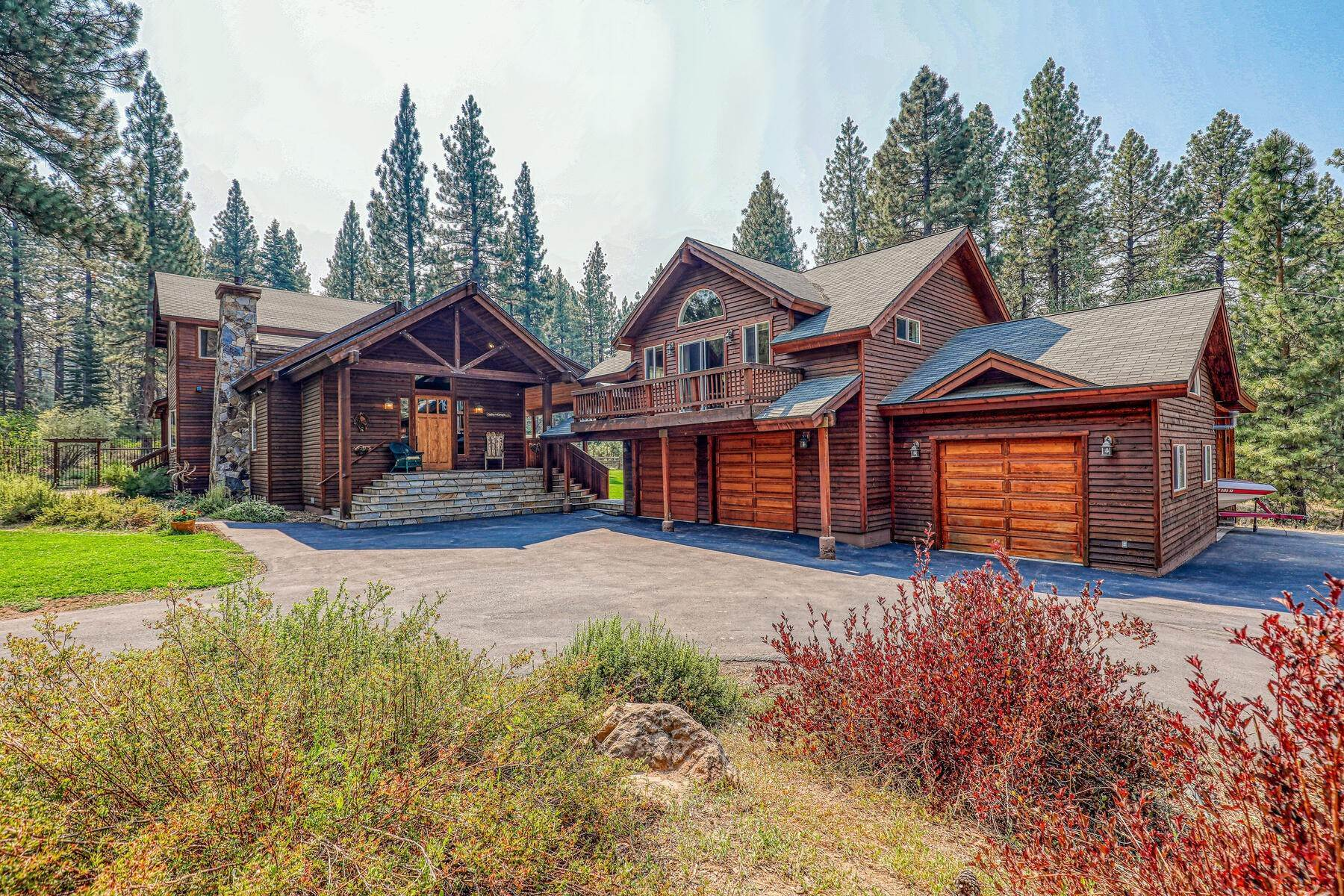 5. Single Family Homes for Active at Best Kept Secret In Truckee Is Out 10915 Royal Crest Drive Truckee, California 96161 United States