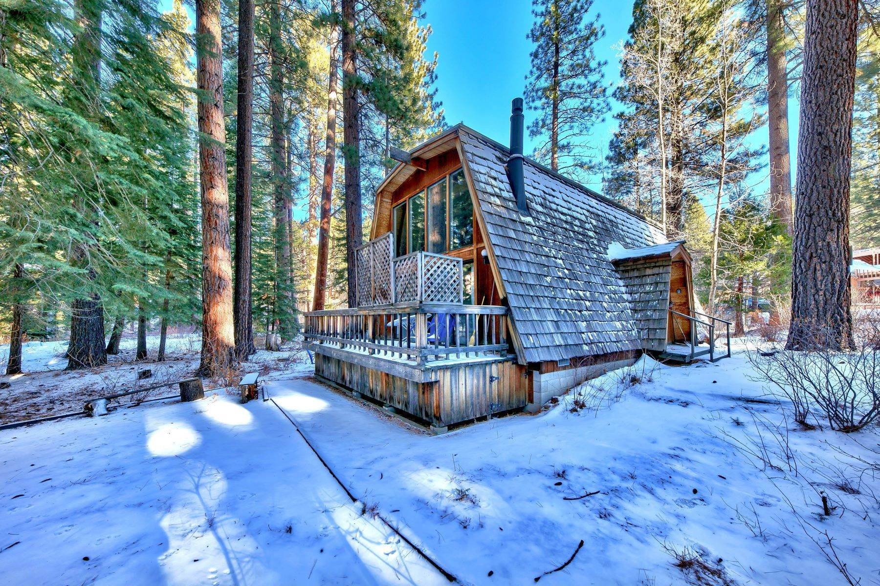 7. Single Family Homes for Active at Charming Tahoe Cabin 135 Mayhew Circle Incline Village, Nevada 89451 United States