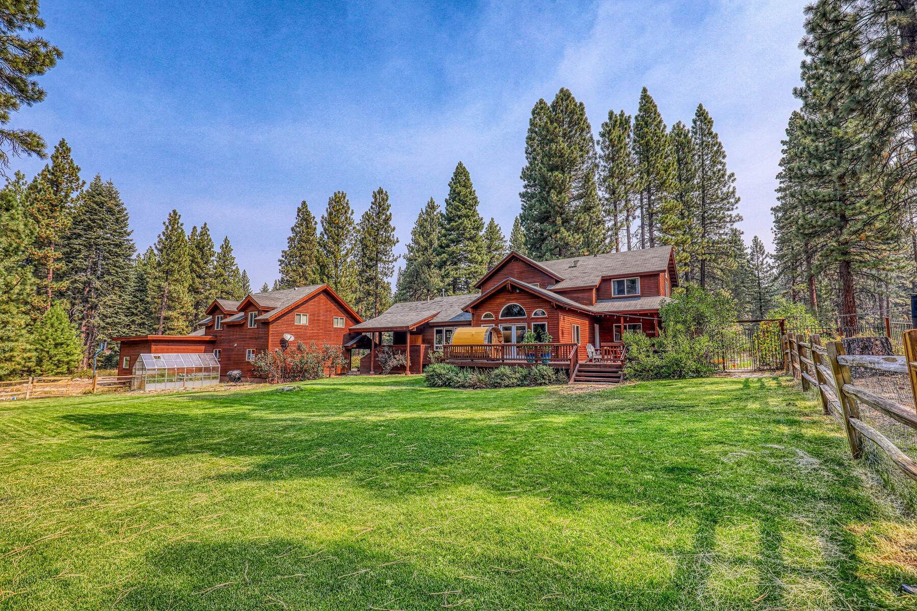 13. Single Family Homes for Active at Best Kept Secret In Truckee Is Out 10915 Royal Crest Drive Truckee, California 96161 United States