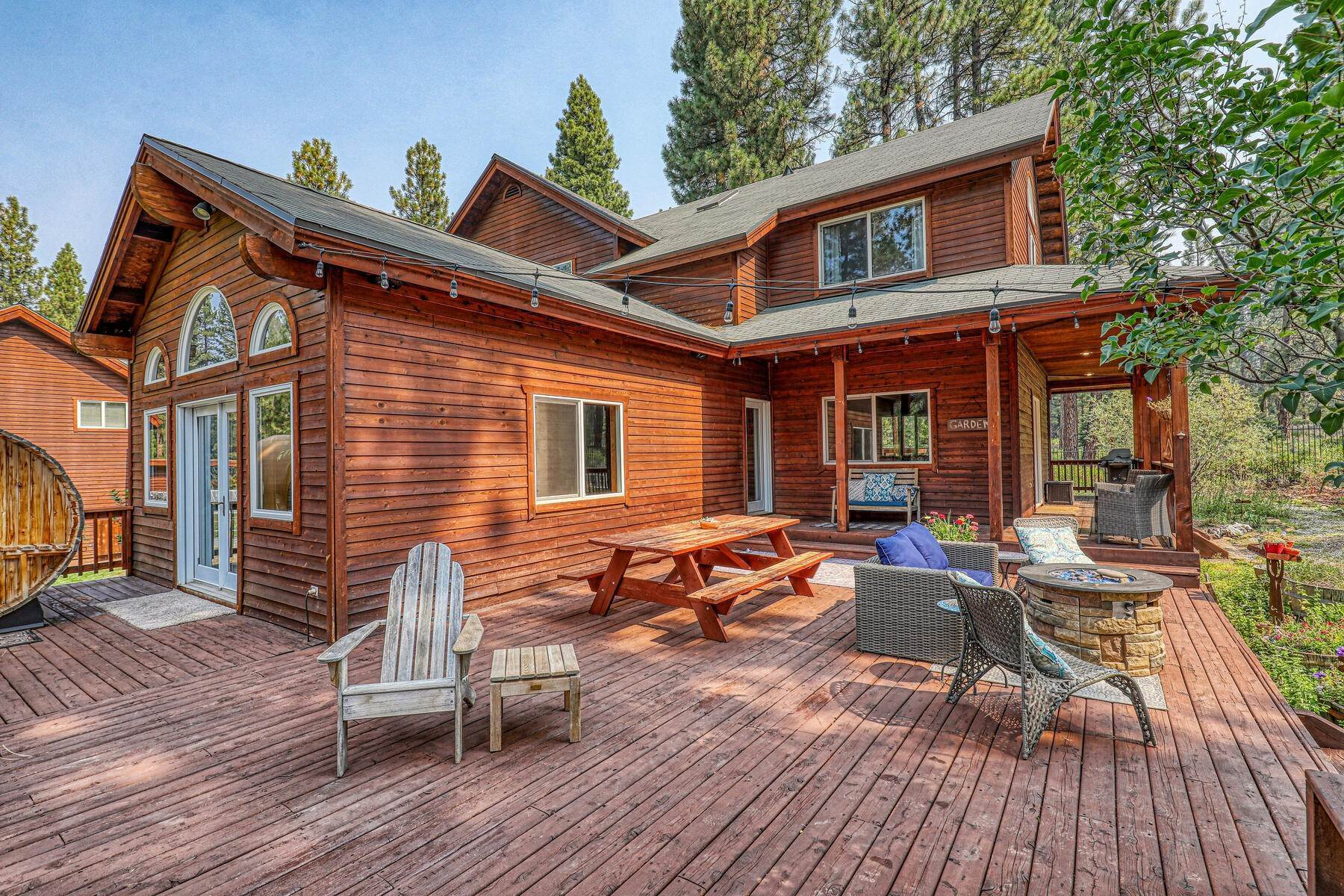 4. Single Family Homes for Active at Best Kept Secret In Truckee Is Out 10915 Royal Crest Drive Truckee, California 96161 United States