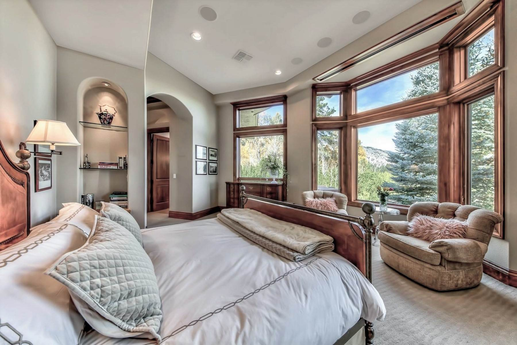 19. Single Family Homes for Active at Private Estate Near Lake Tahoe 263 Sierra Country Circle Gardnerville, Nevada 89460 United States
