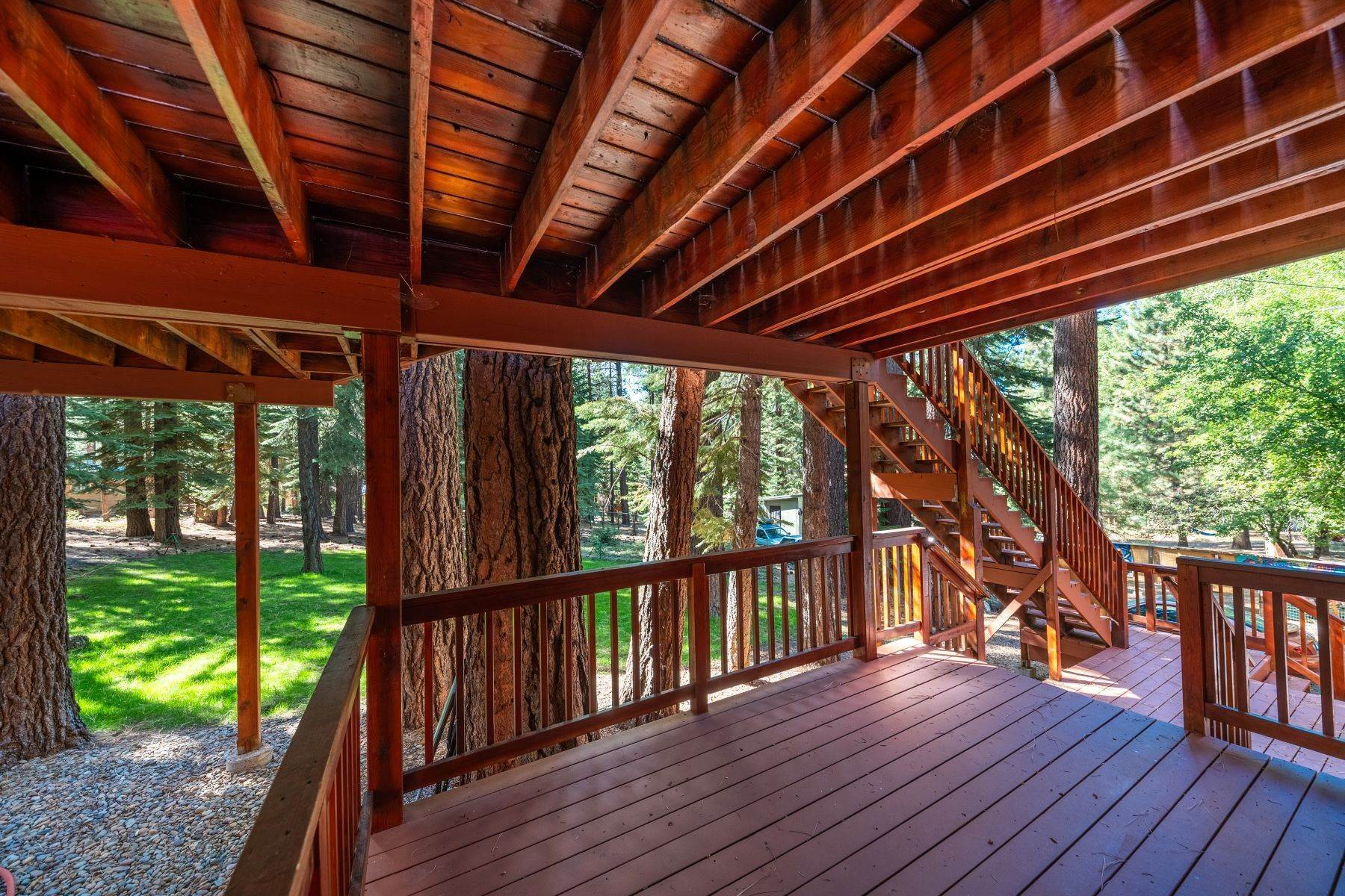 27. Single Family Homes for Active at Beautiful Secluded Mountain Home 1346 Bonanza Avenue South Lake Tahoe, California 96150 United States