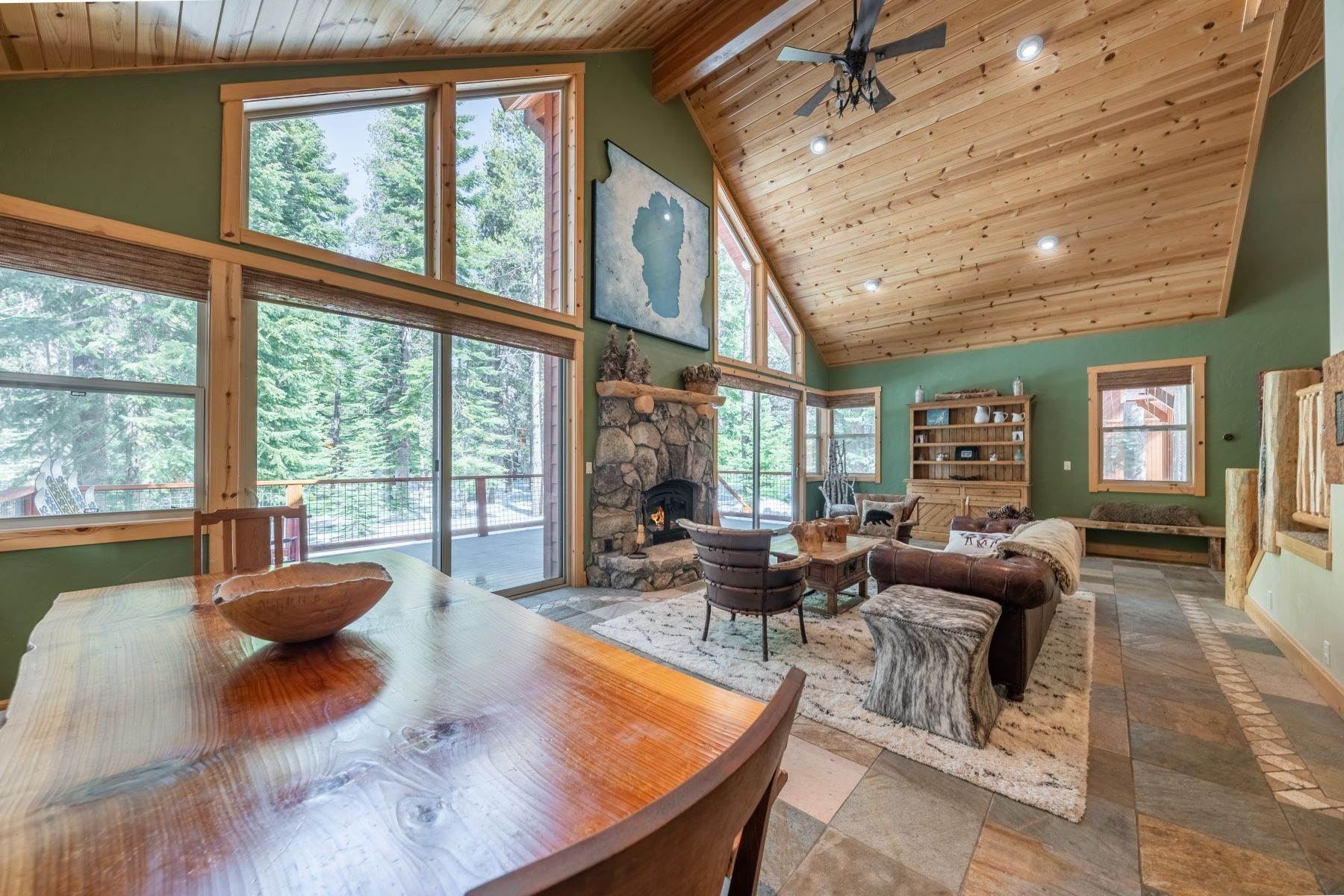 8. Single Family Homes for Active at Breathtaking Mountain Home in Ideal Location 11494 Oslo Dr Truckee, California 96161 United States