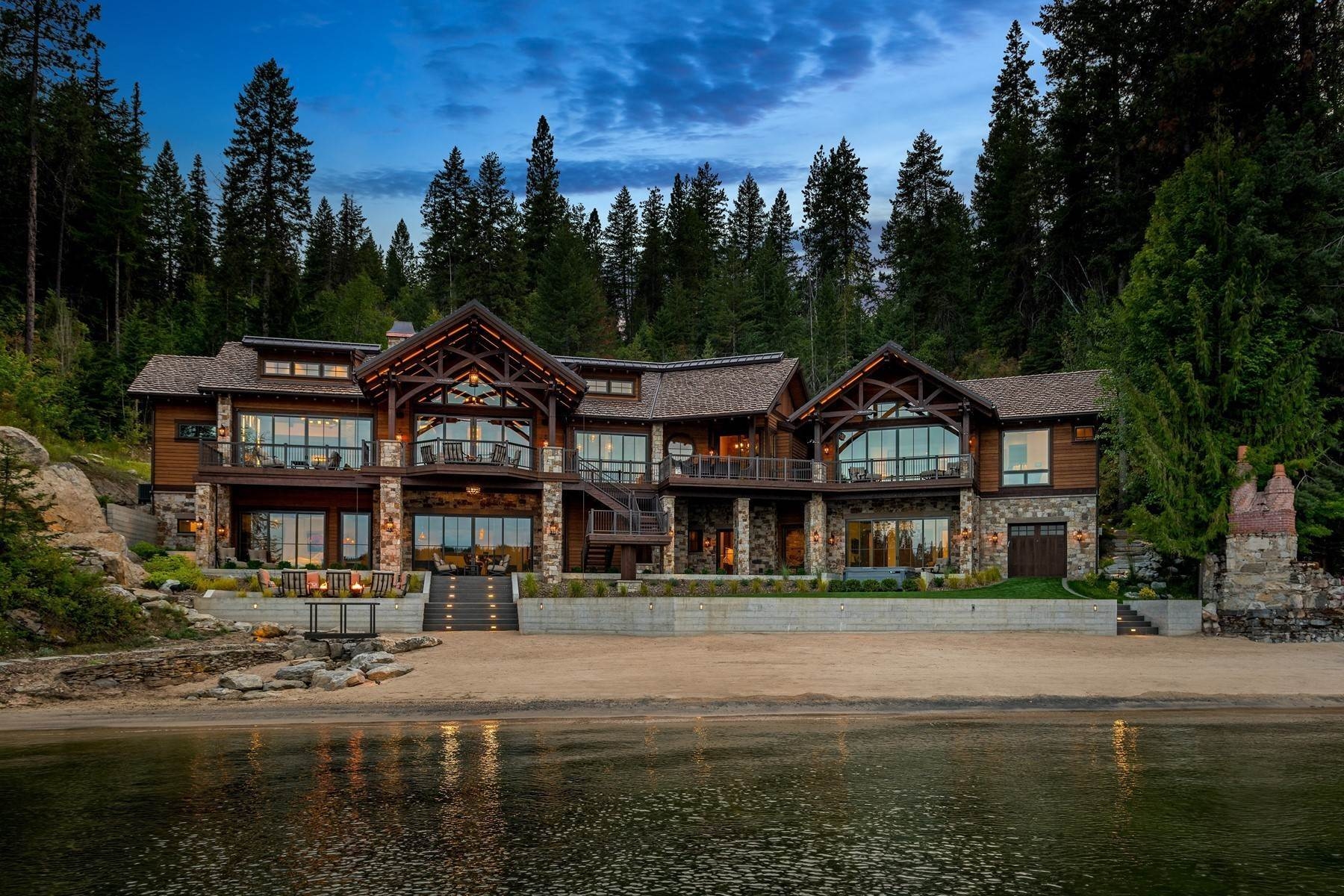 Single Family Homes 为 销售 在 Deer Run Lodge on Lake Coeur d Alene 8240 S Deer Run Dr 艾琳, 爱达荷州 83814 美国