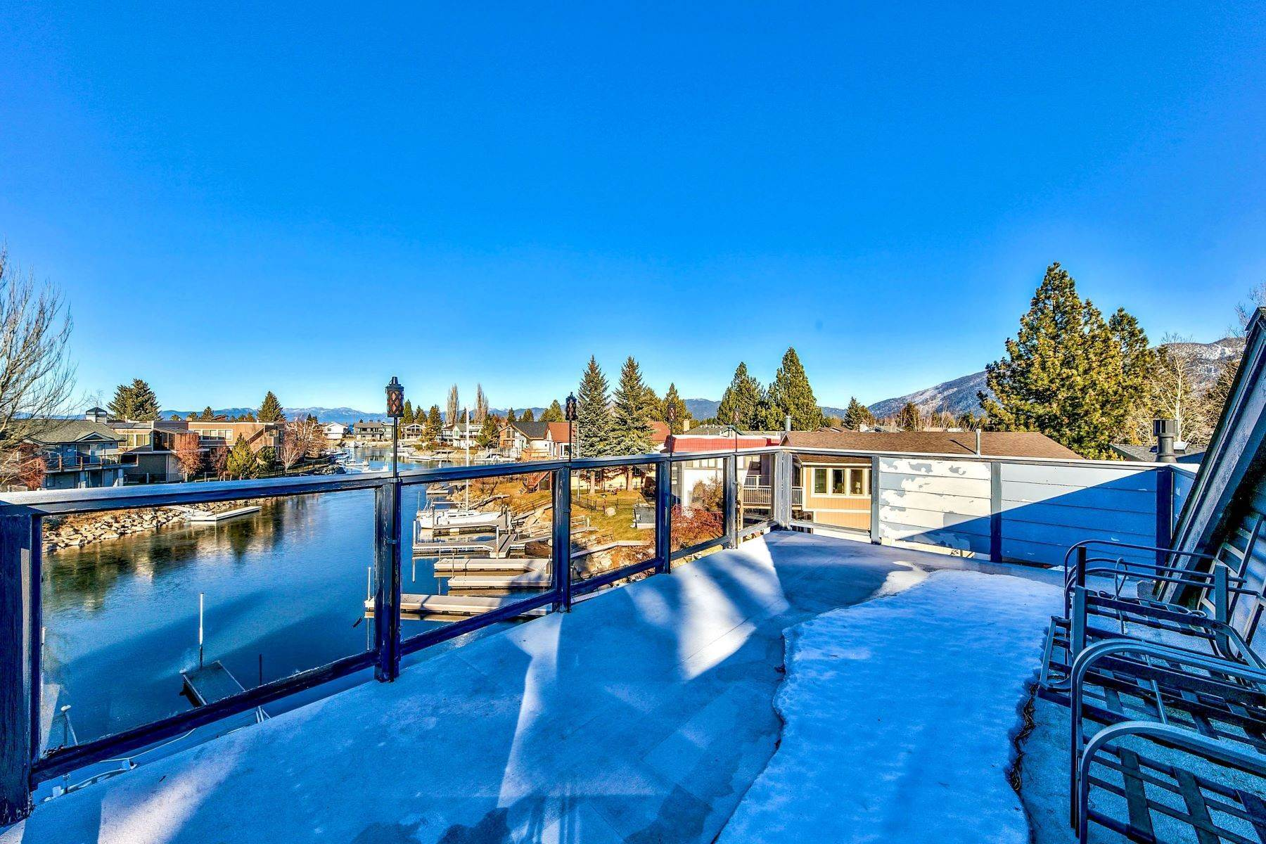 27. Single Family Homes for Active at 5 Bedroom Waterfront 1961 Kokanee Way South Lake Tahoe, California 96150 United States
